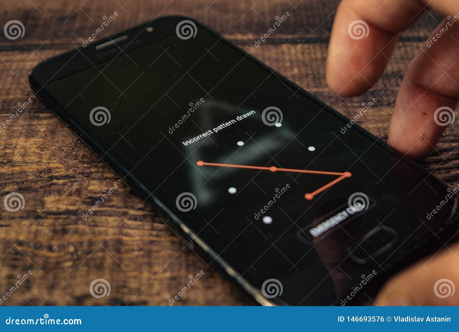 Voronezh, Rusia - pueden 4, 2019: Porción de la pantalla del modelo de la seguridad encendido en el teléfono de Android del Samsu