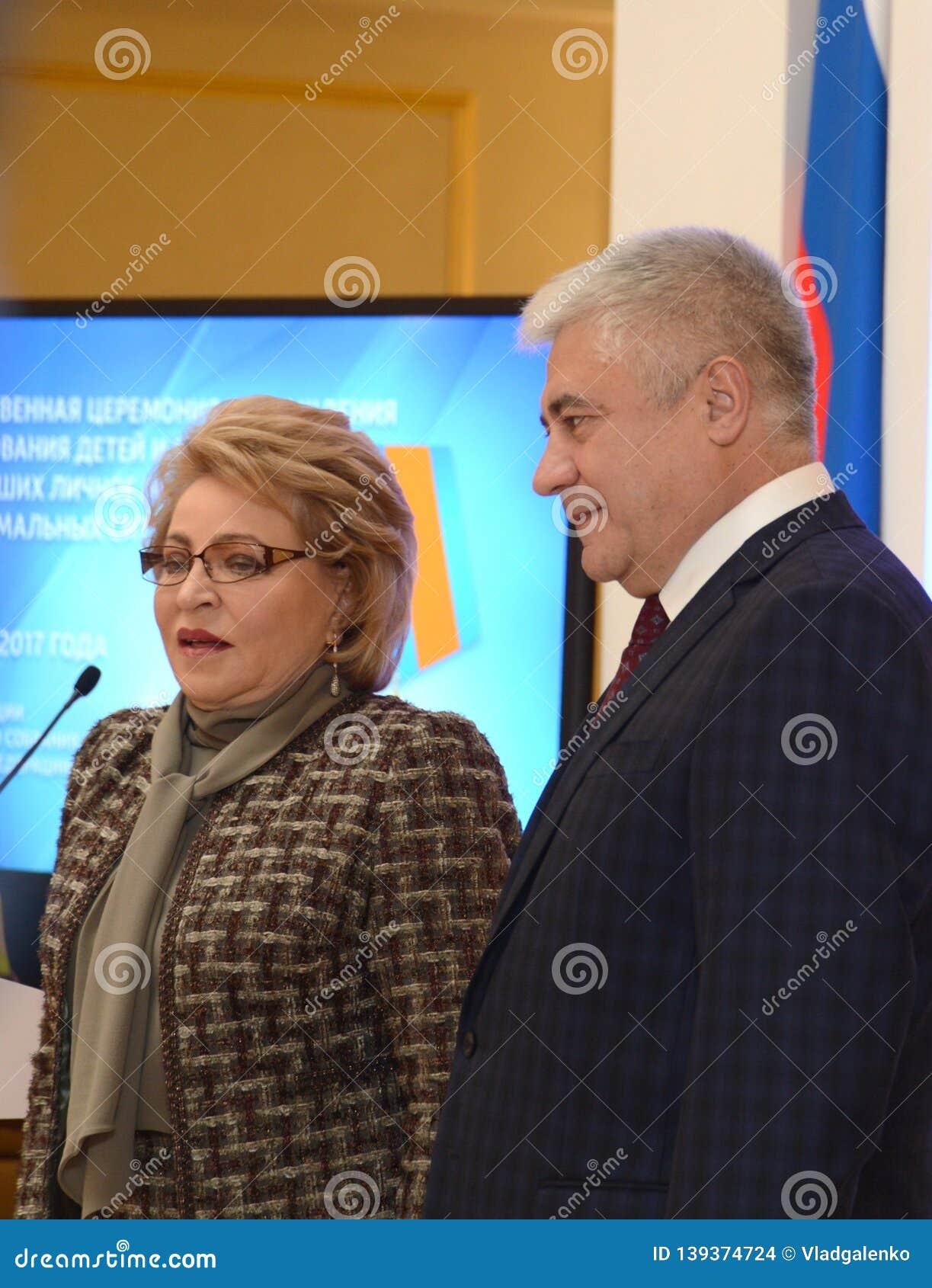 Vorsitzender des Vereinigungs-Rates des Bundeszusammenbaus Valentina Matvienko Minister von inneren Angelegenheiten Vladimir Kolo