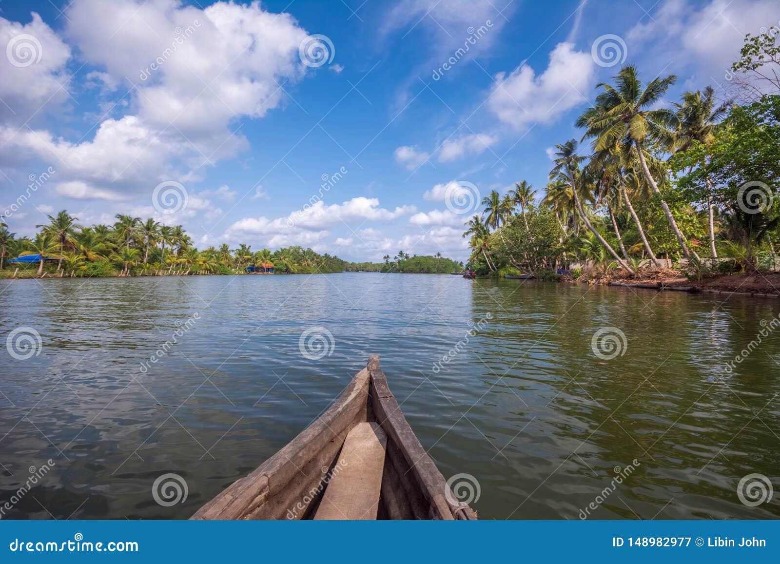 Voyage de cano? par la rivi?re de Kallada, ?le de Munroe