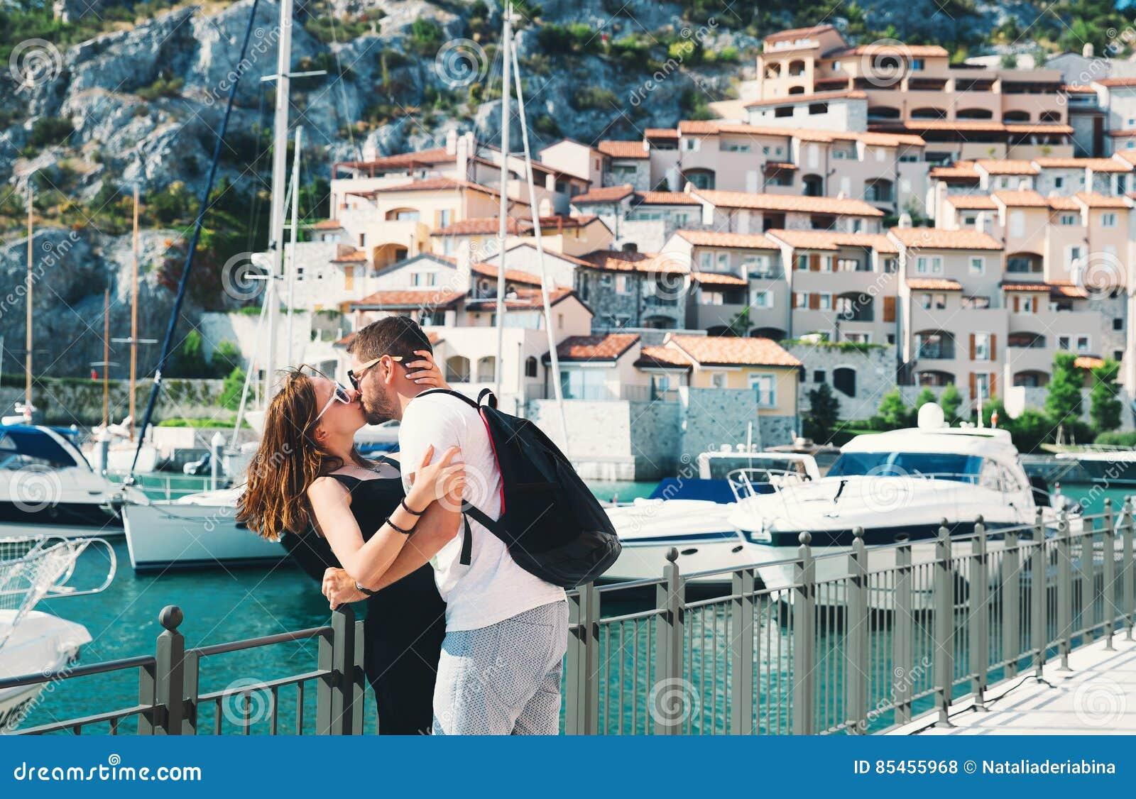 Voyage l 39 europe couples heureux dans portopiccolo sistiana for Dans italien