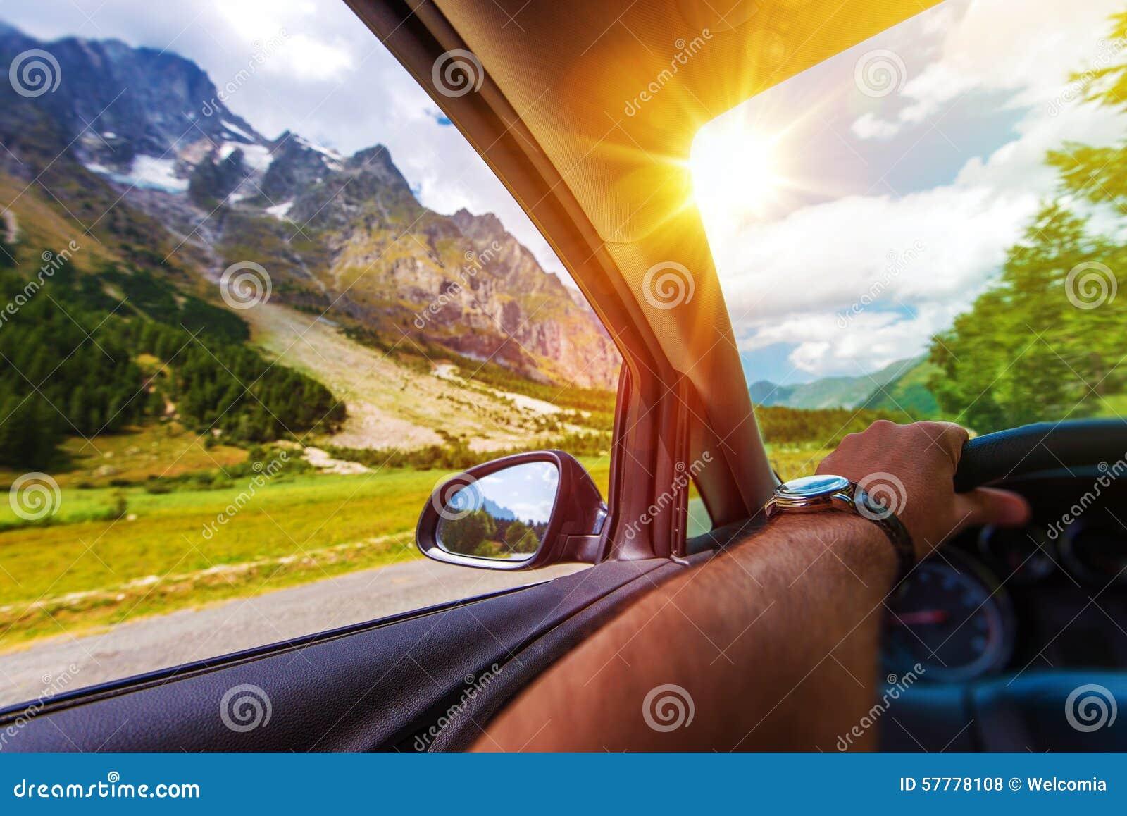Voyage par la route de montagnes