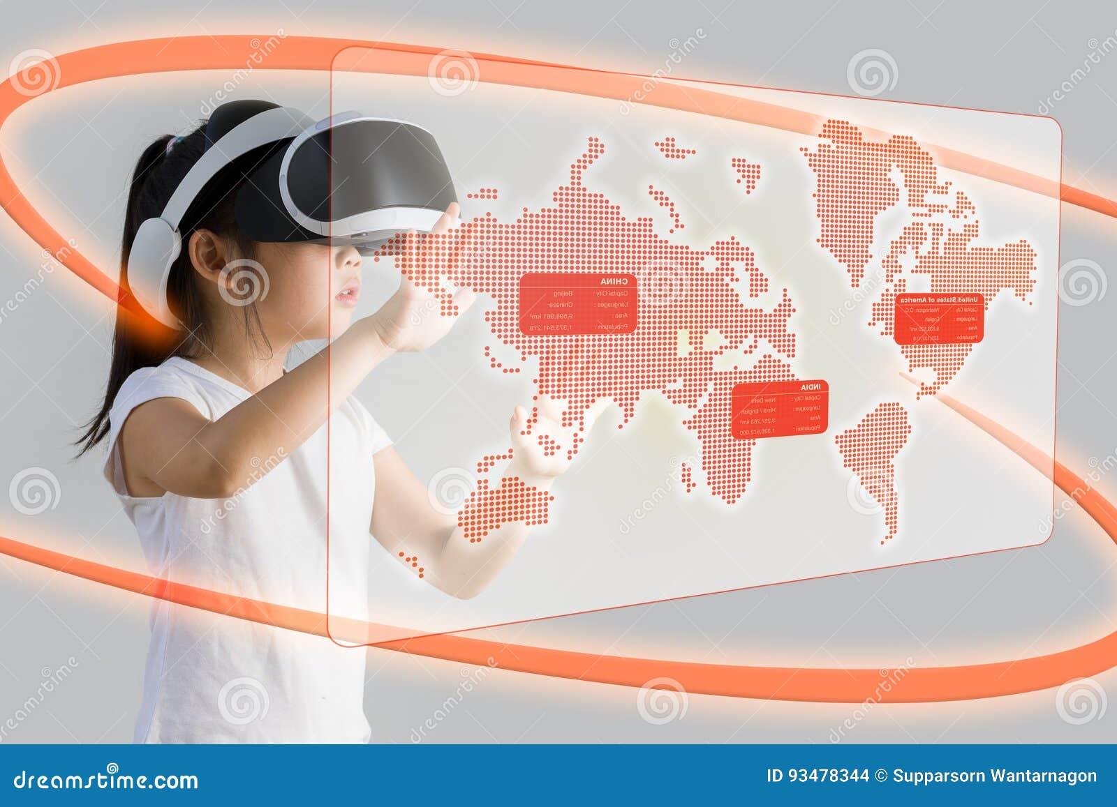 VR eller virtuell verklighet för utbildningsbegreppet som illustreras av asiatet
