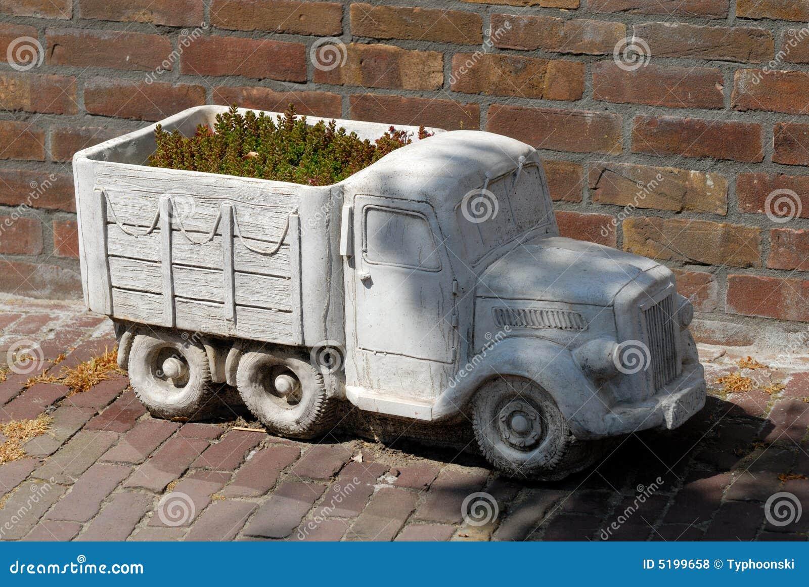 Vrachtwagen als bloemdoos
