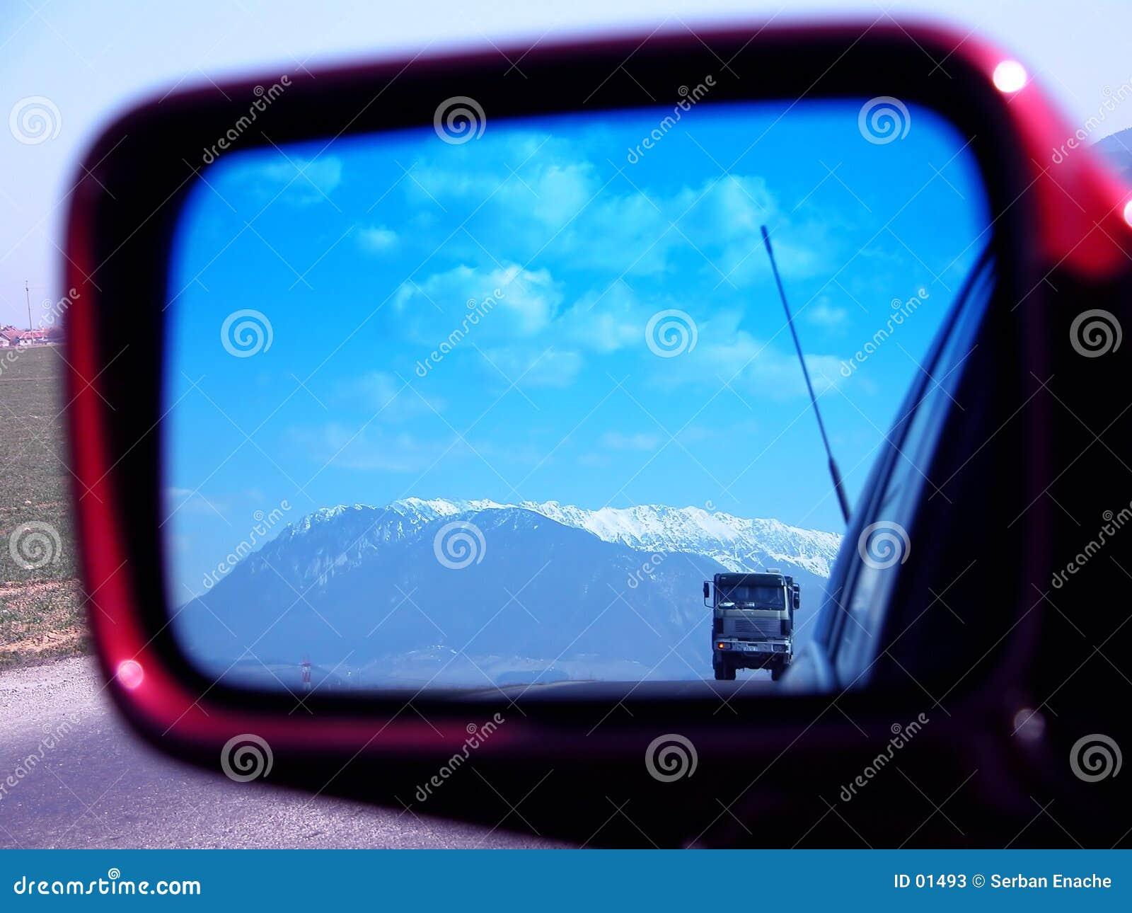 Vrachtwagen en landschap