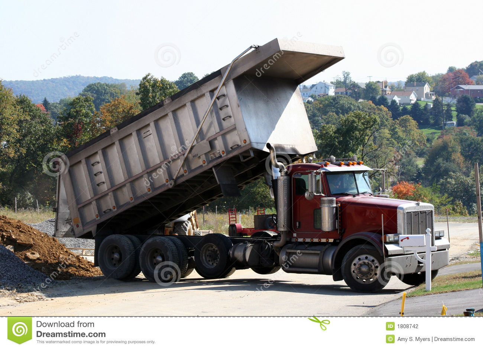 Vrachtwagen van de stortplaats 2