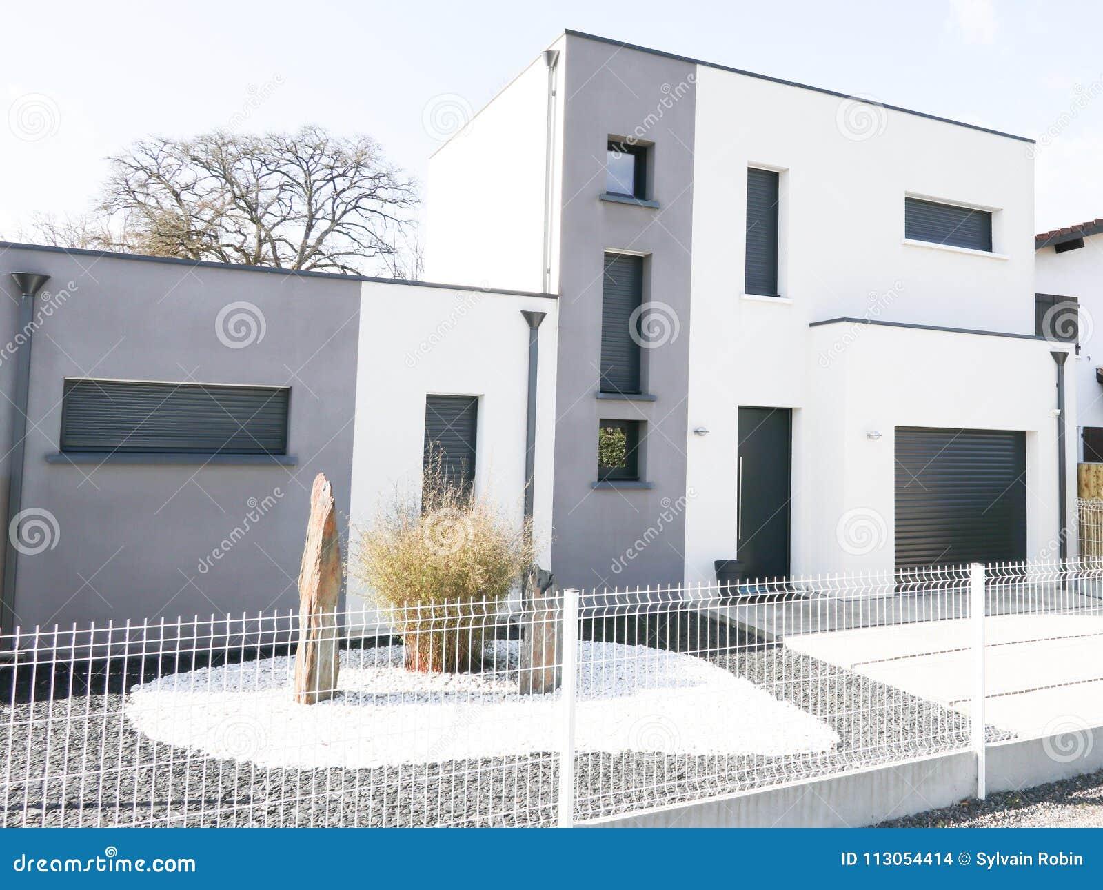 Vrai Domaine Moderne Gris Et Blanc Moderne De Maison Photo ...