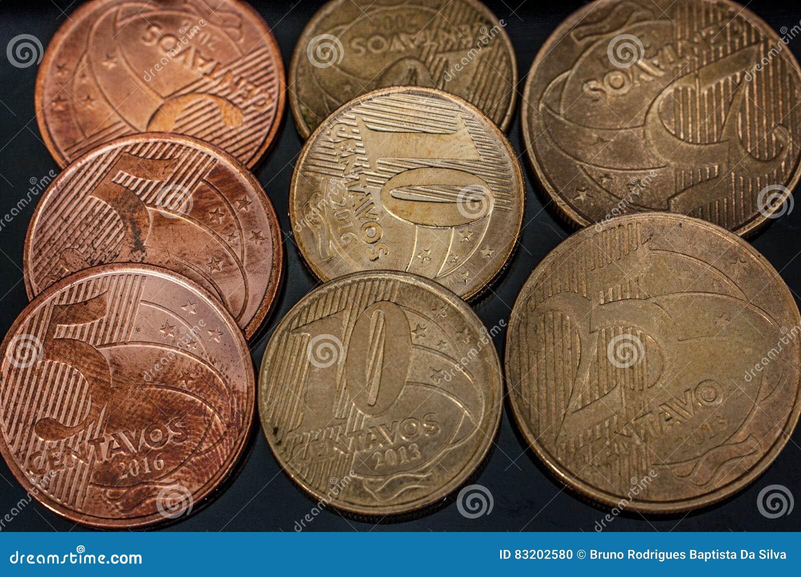 Vrai plan rapproché brésilien de pièces de monnaie de cents