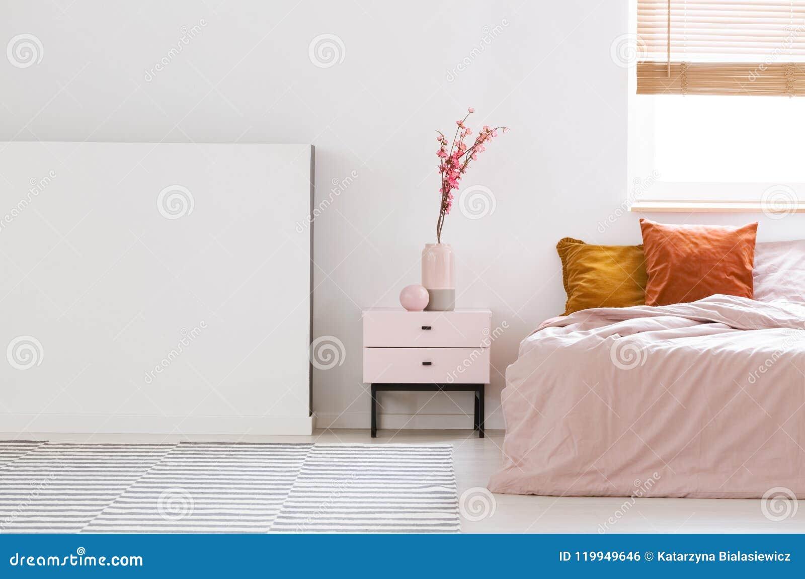 Vraie Photo D\'un Rose, Intérieur Féminin De Chambre à Coucher Avec ...