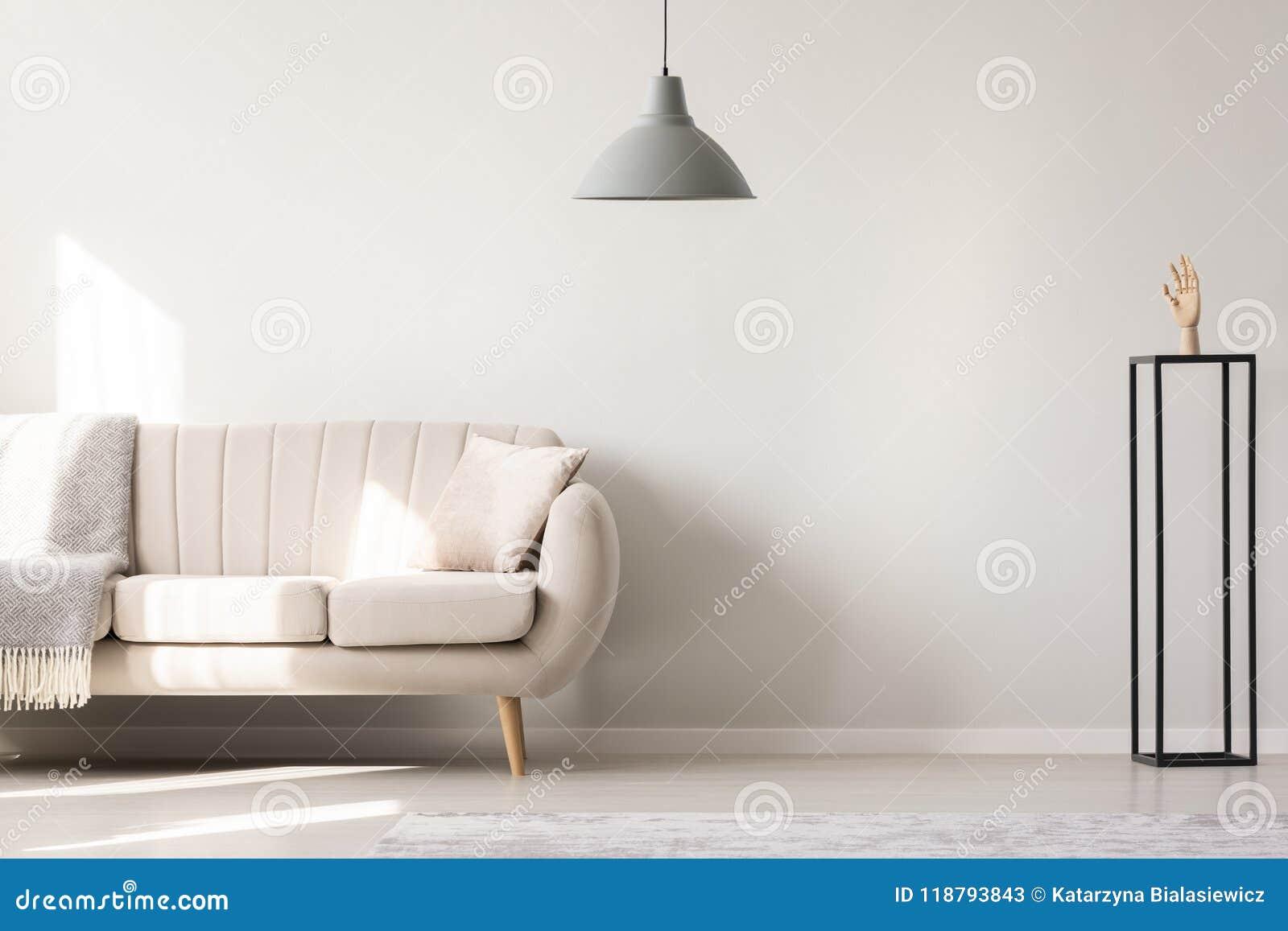 Vraie photo d un sofa blanc avec le coussin et le nex debout couvrant