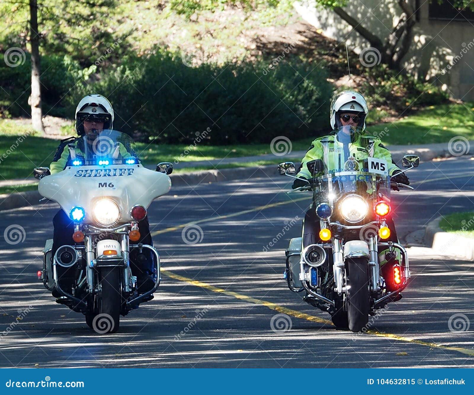 Download Vredesambtenaren Op Motorfietsen Redactionele Afbeelding - Afbeelding bestaande uit vrede, moedig: 104632815