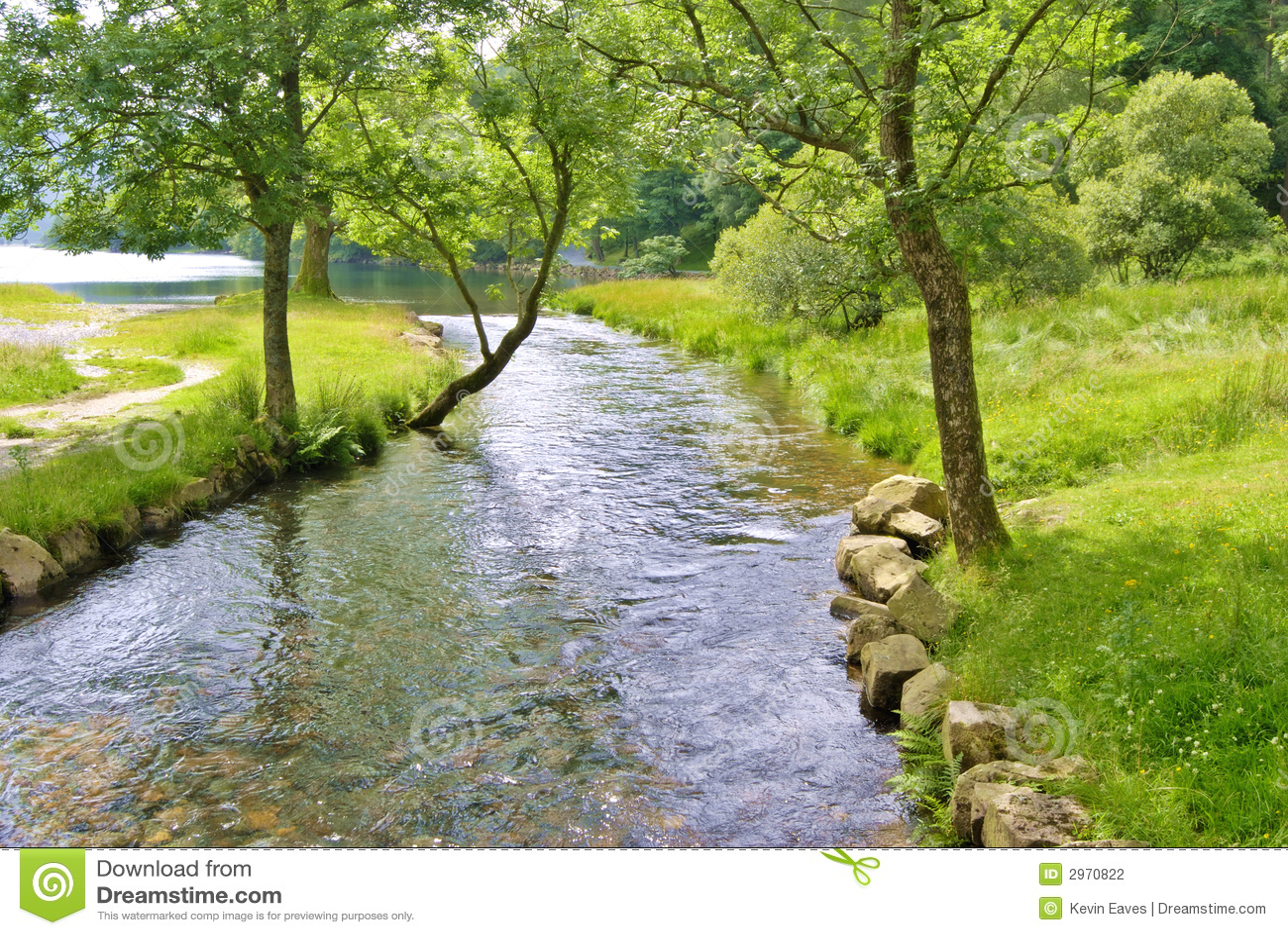 Vreedzame rivierscène