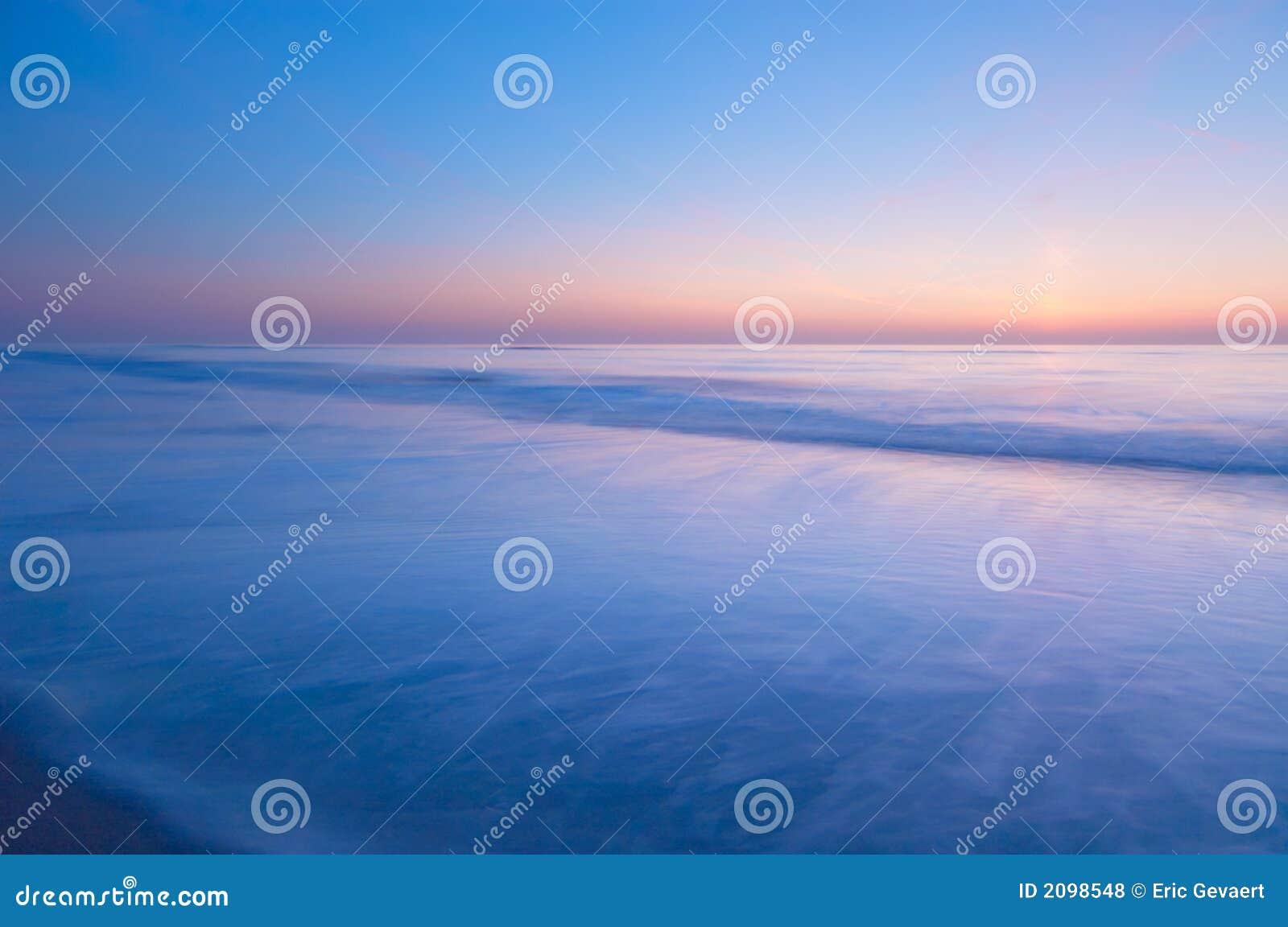 Vreedzame scène van de oceaan