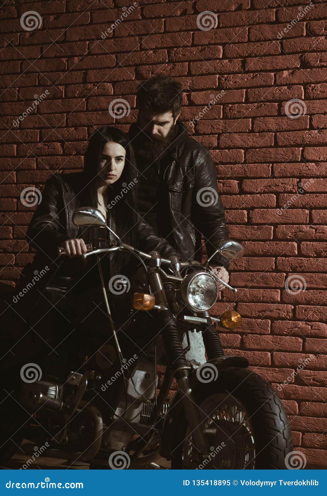 Vriend en meisje vriend en meisje op motorfiets liefderelaties van vriend en meisje boyfriend