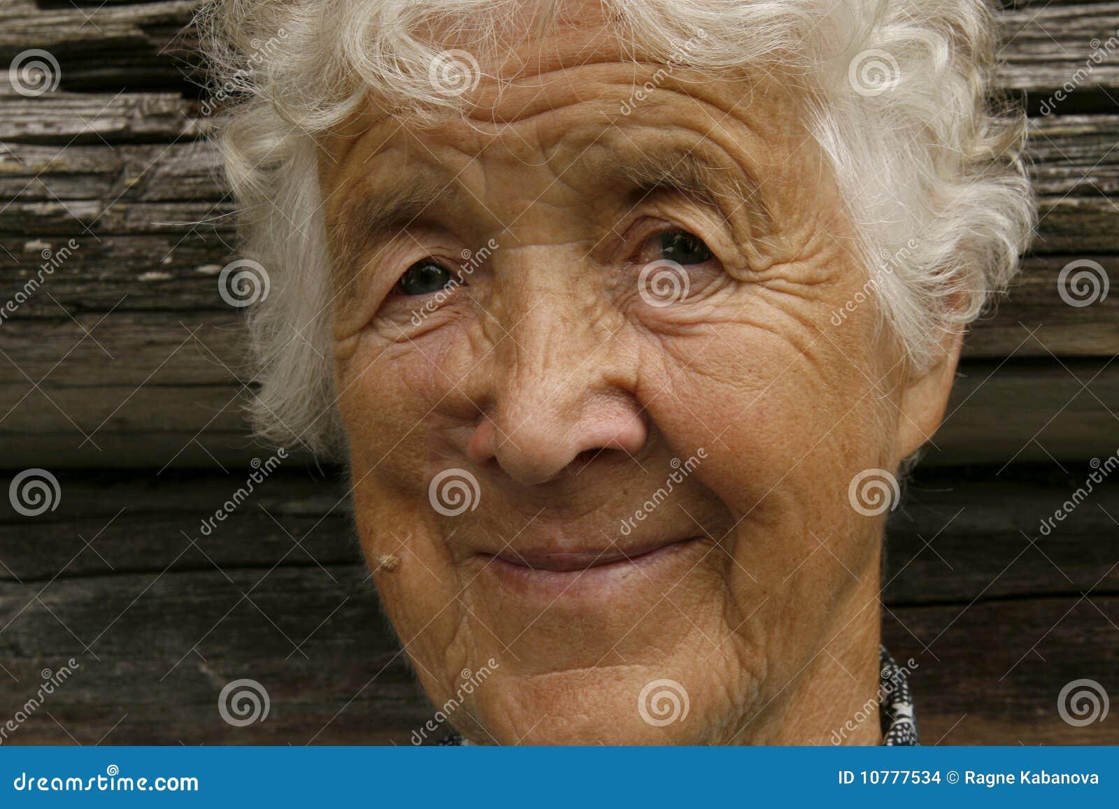 Vriendelijke oude vrouw