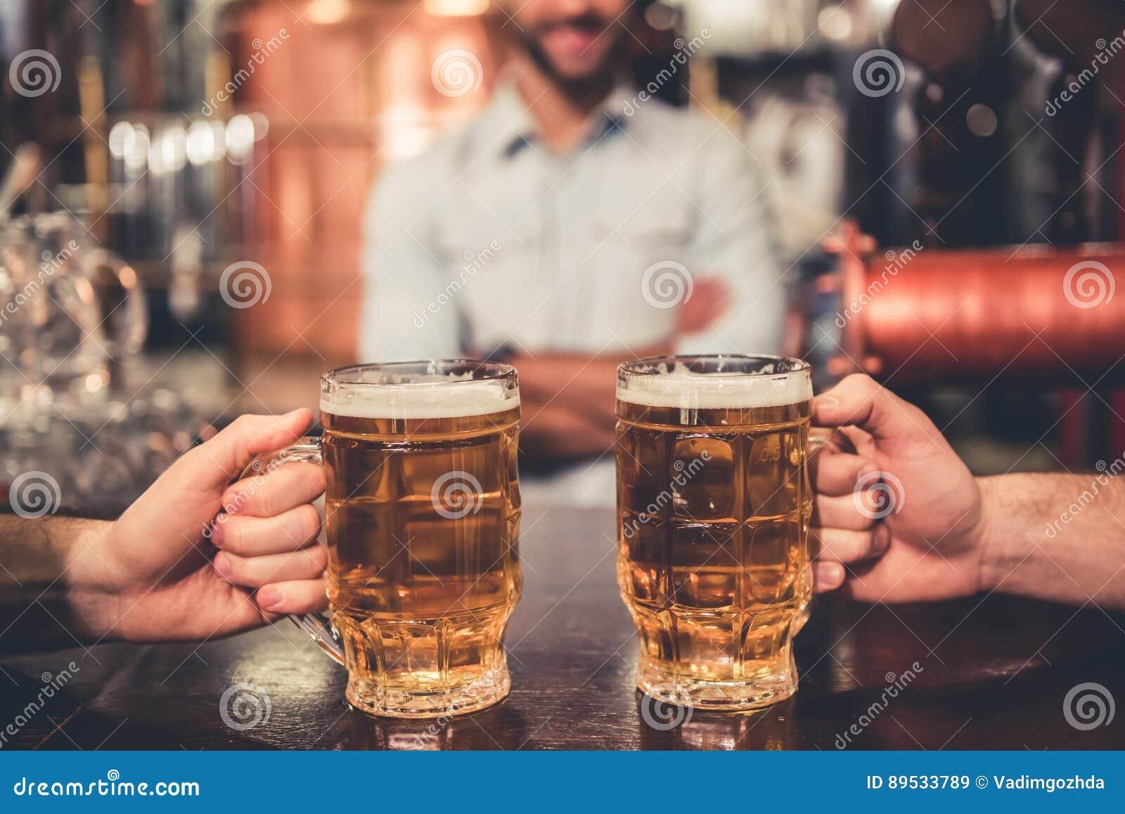 Vrienden in bar