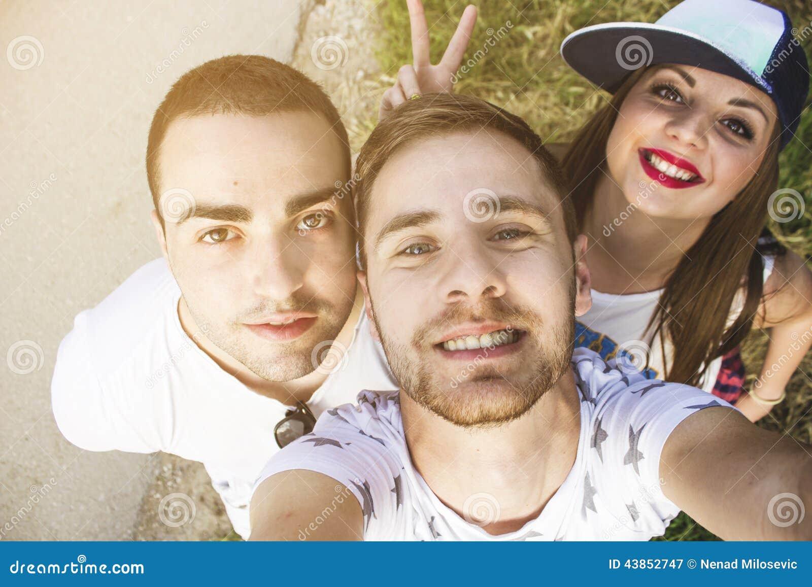 Vrienden die een Zelfportret nemen