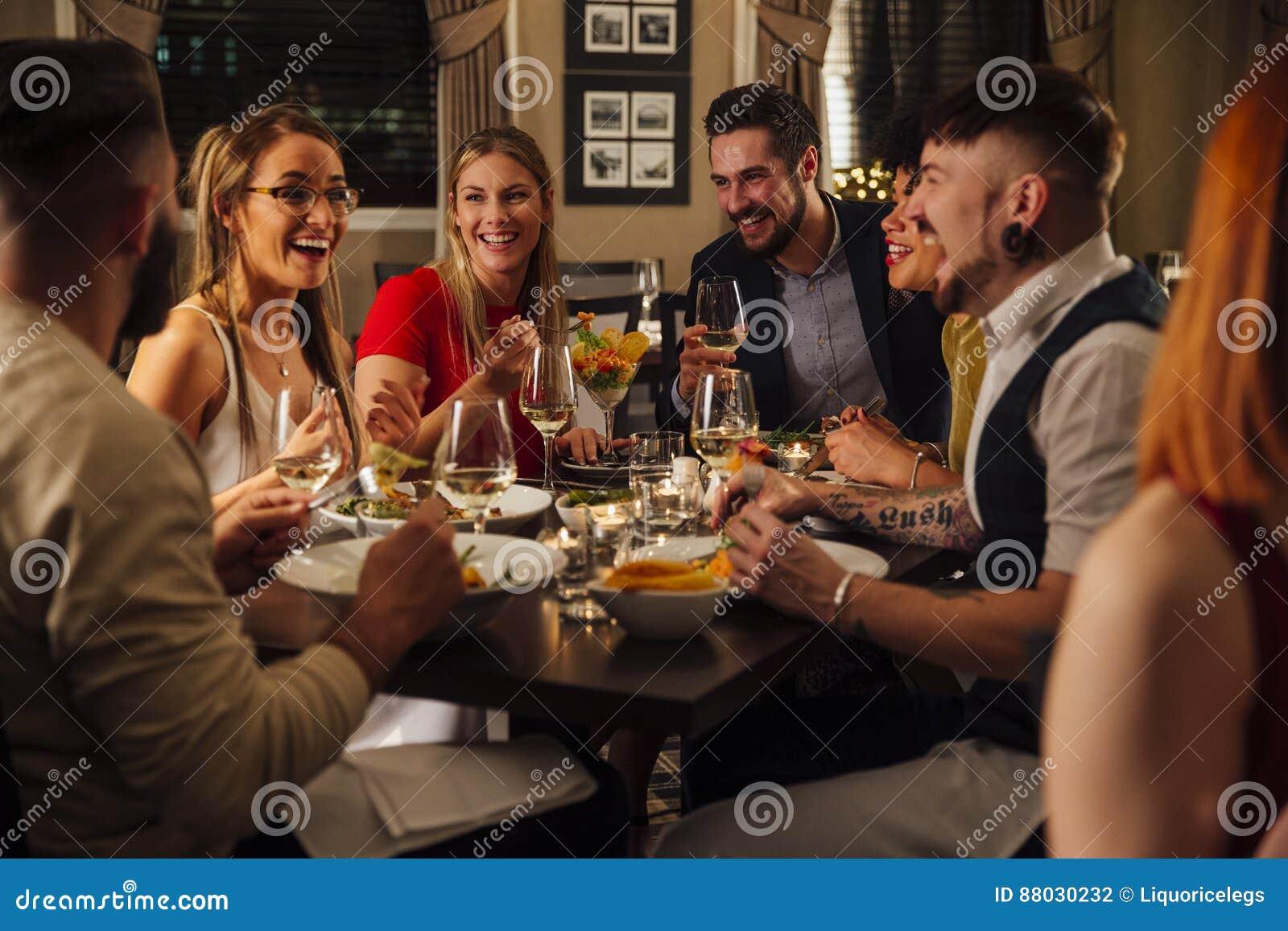 maaltijd met vrienden