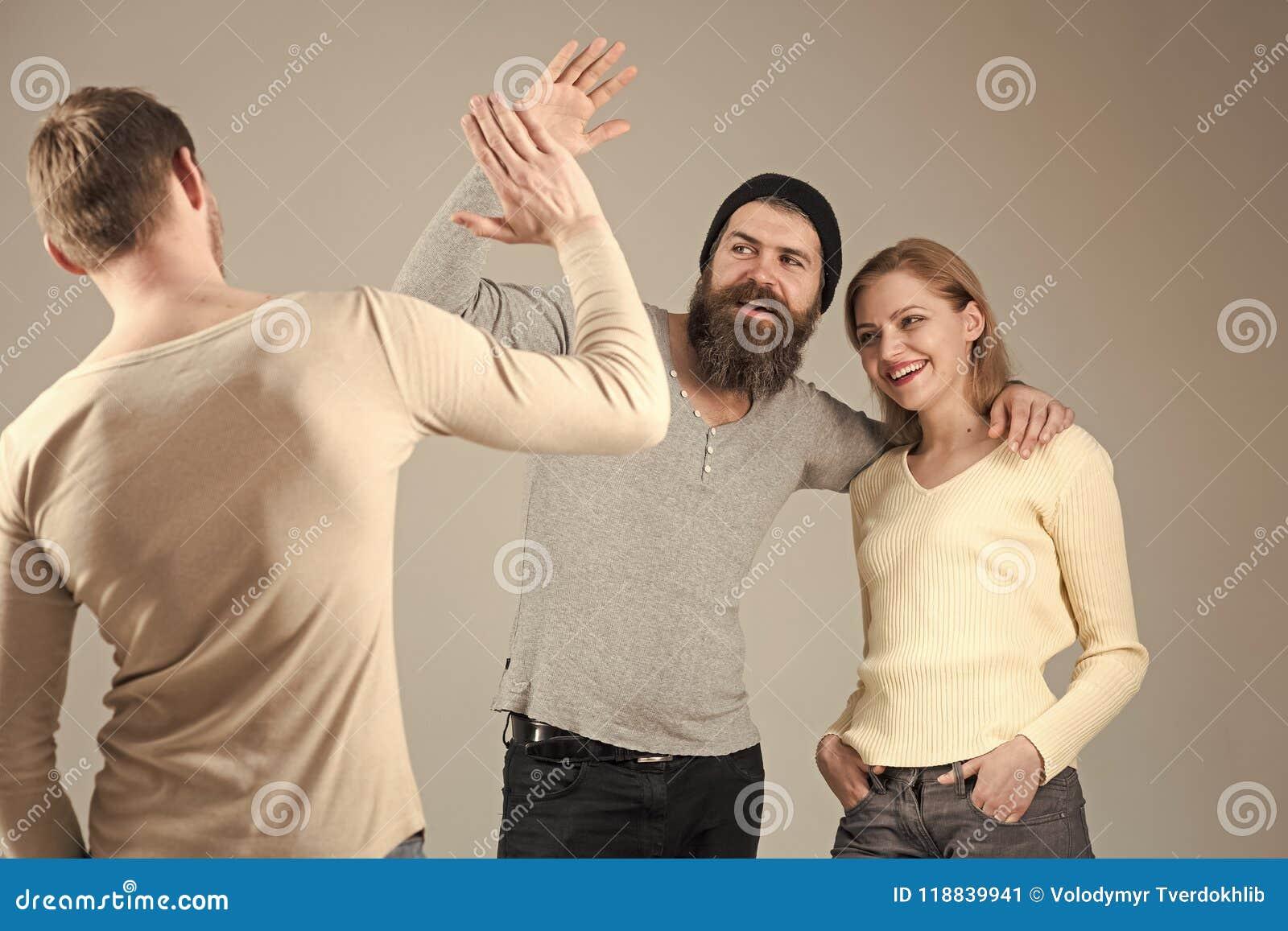 Vriendschap en vriendschappelijke relaties Bedrijf van vrolijke mensen, vrienden Relaties, mededeling, vriendschap Vrienden