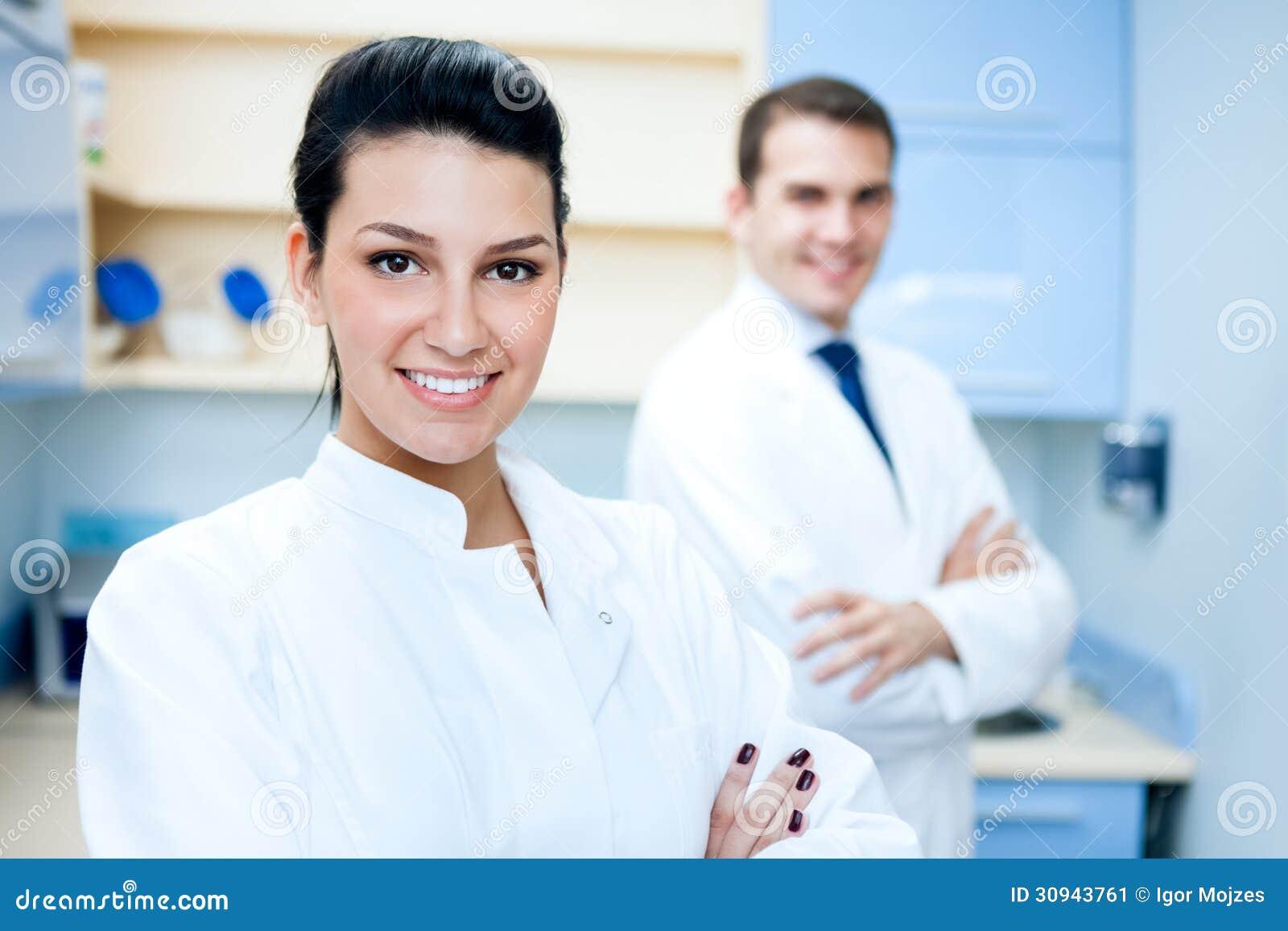 Vrij vrouwelijke tandarts
