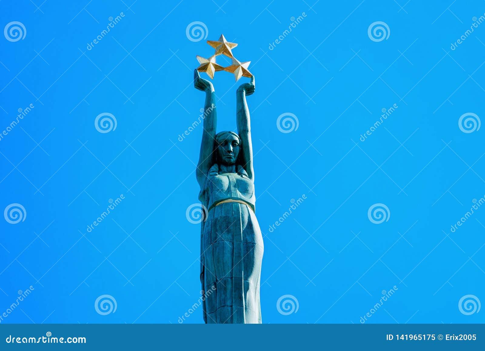 Vrijheidsbeeldhouwwerk in Riga Letland