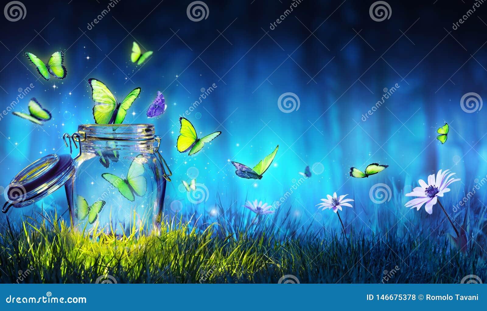 Vrijheidsconcept - Magische Vlinders die uit de Kruik vliegen