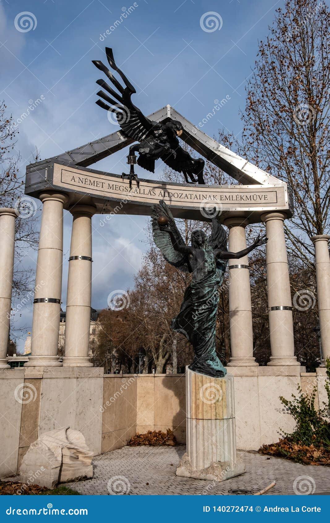 Vrijheidsvierkant Monumenten aan slachtoffers van Duits en Hongaars Nazisme