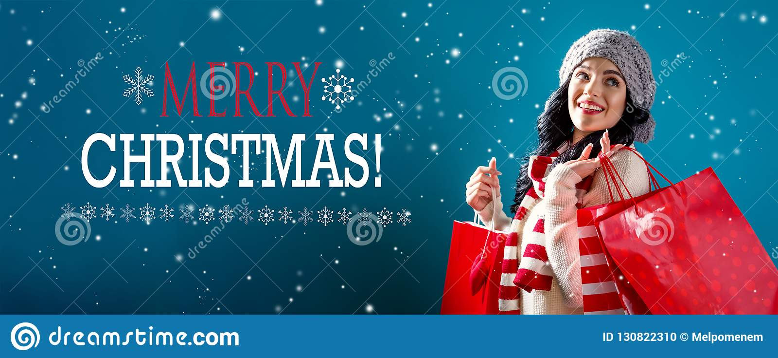 Vrolijk Kerstmisbericht met vrouwenholding het winkelen zakken