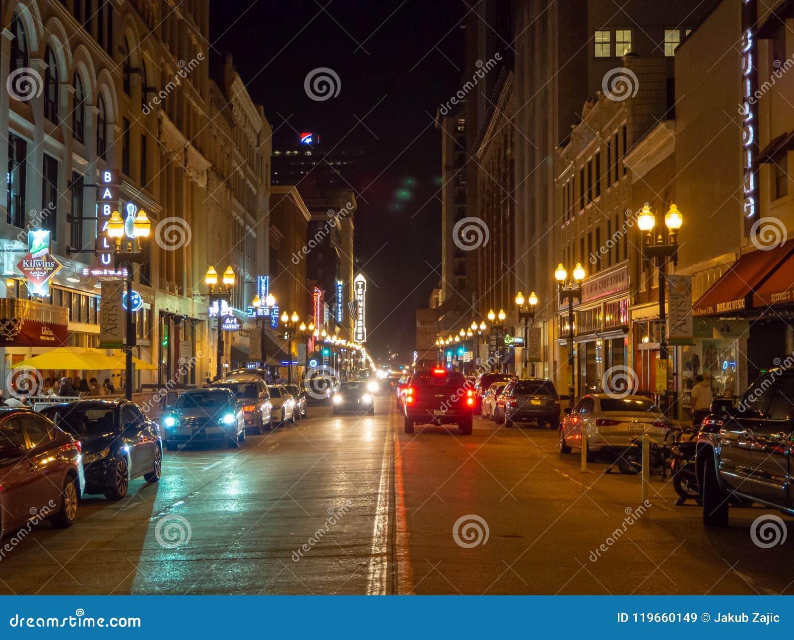 Vrolijke Straat, Knoxville, Tennessee, de Verenigde Staten van Amerika: [Het Nachtleven in het centrum van Knoxville]