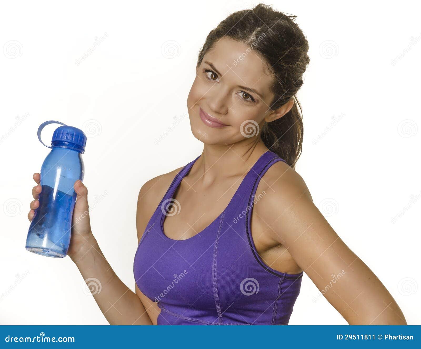 Vrouw in de fles van het de holdingswater van de sportkleding