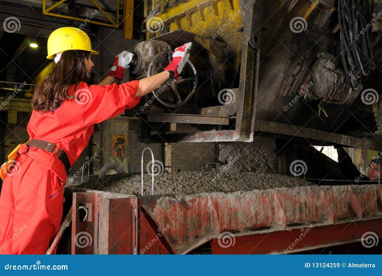 Vrouw die in bouwnijverheid werkt