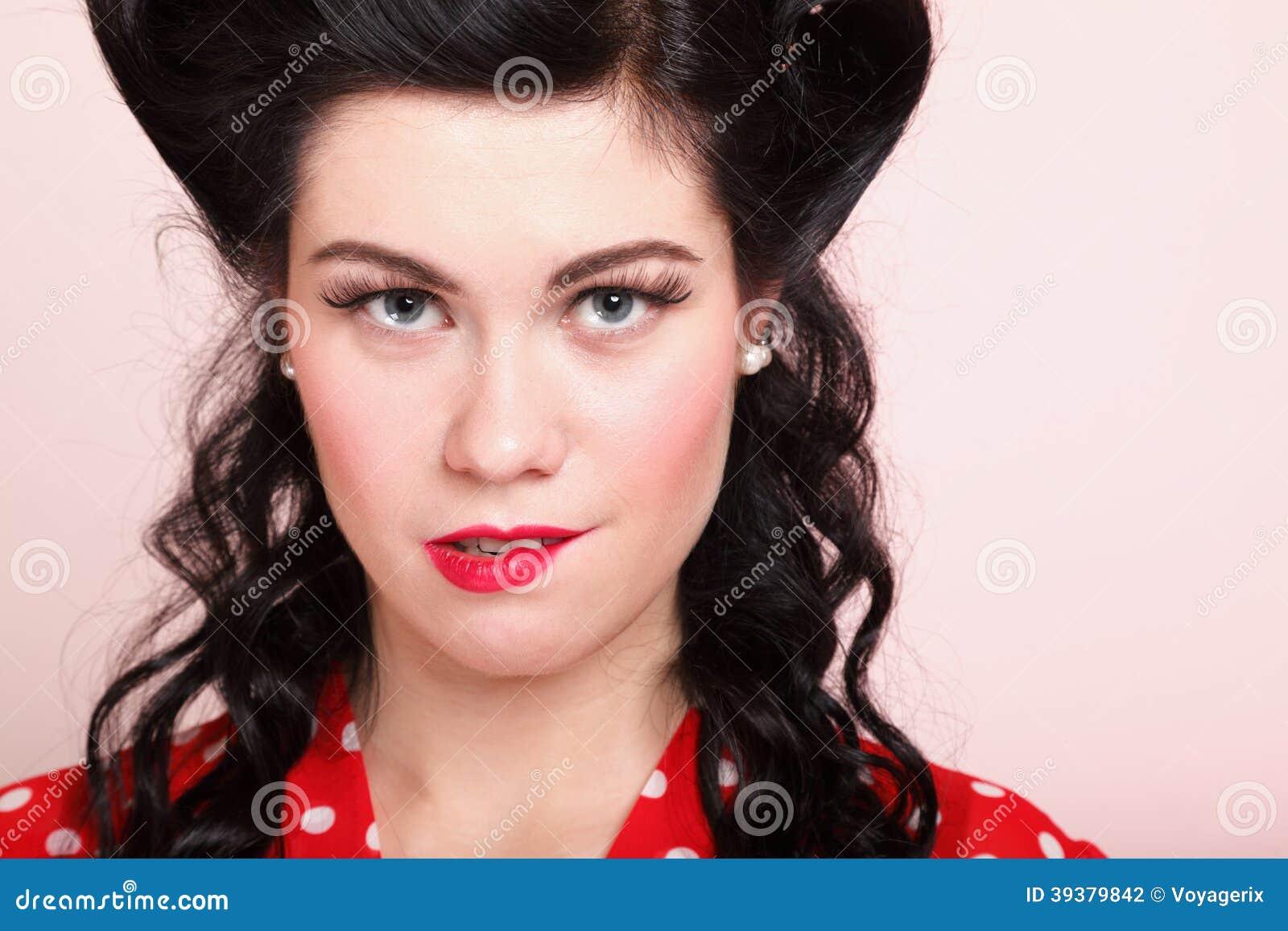 Vrouw die een lip in een sexy uitdrukking bitting