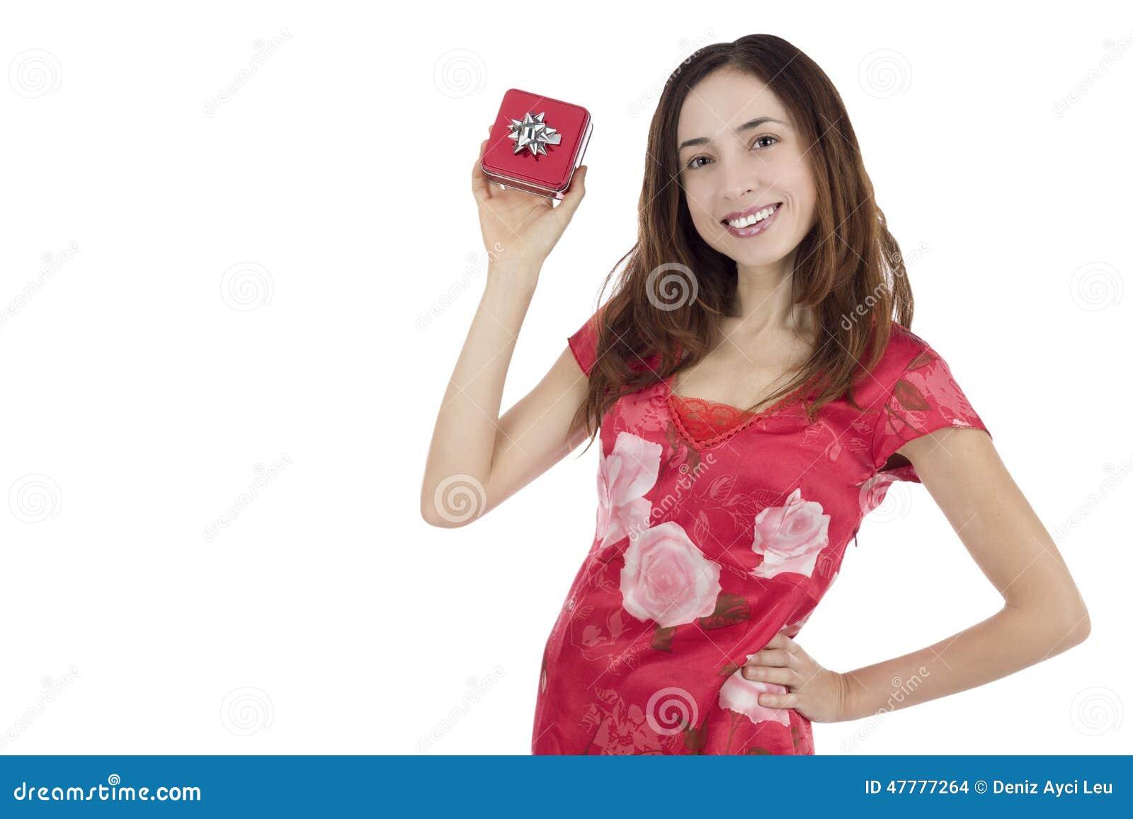 Vrouw die giftdoos tonen