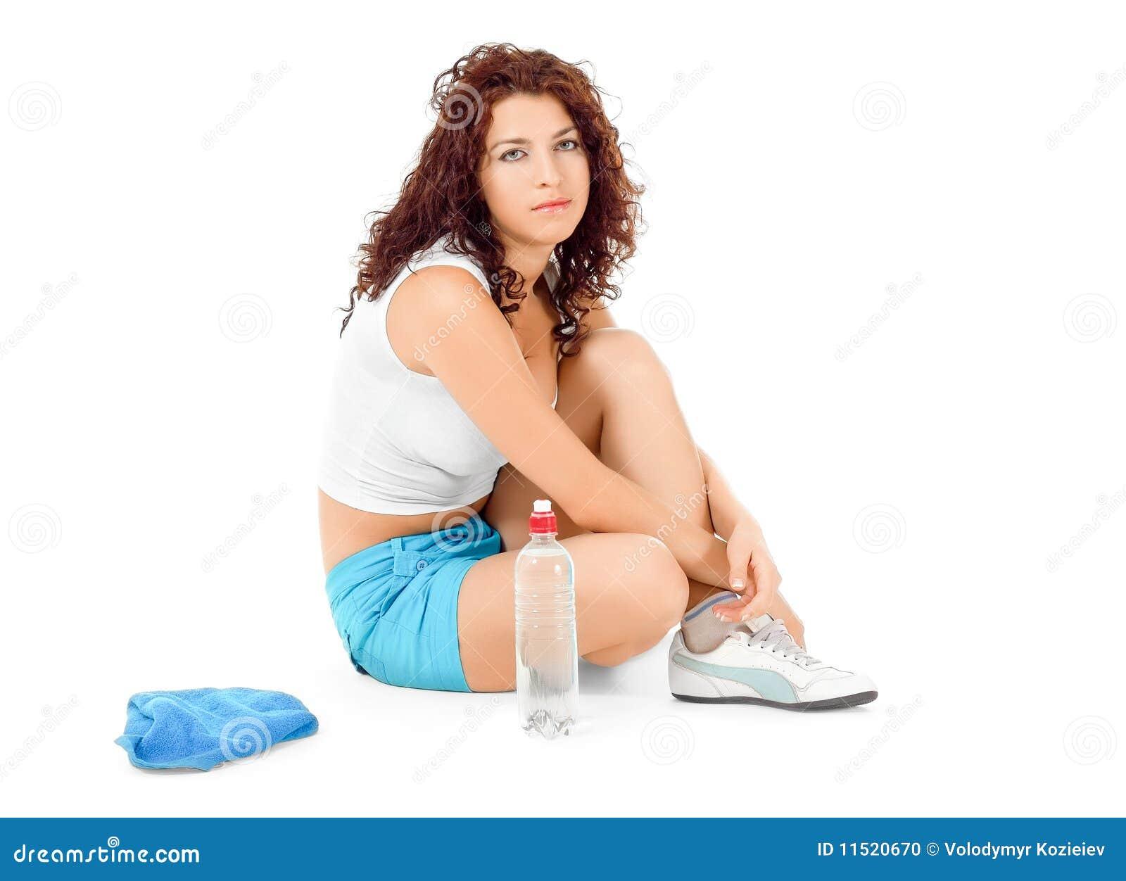Vrouw die na sporten rust