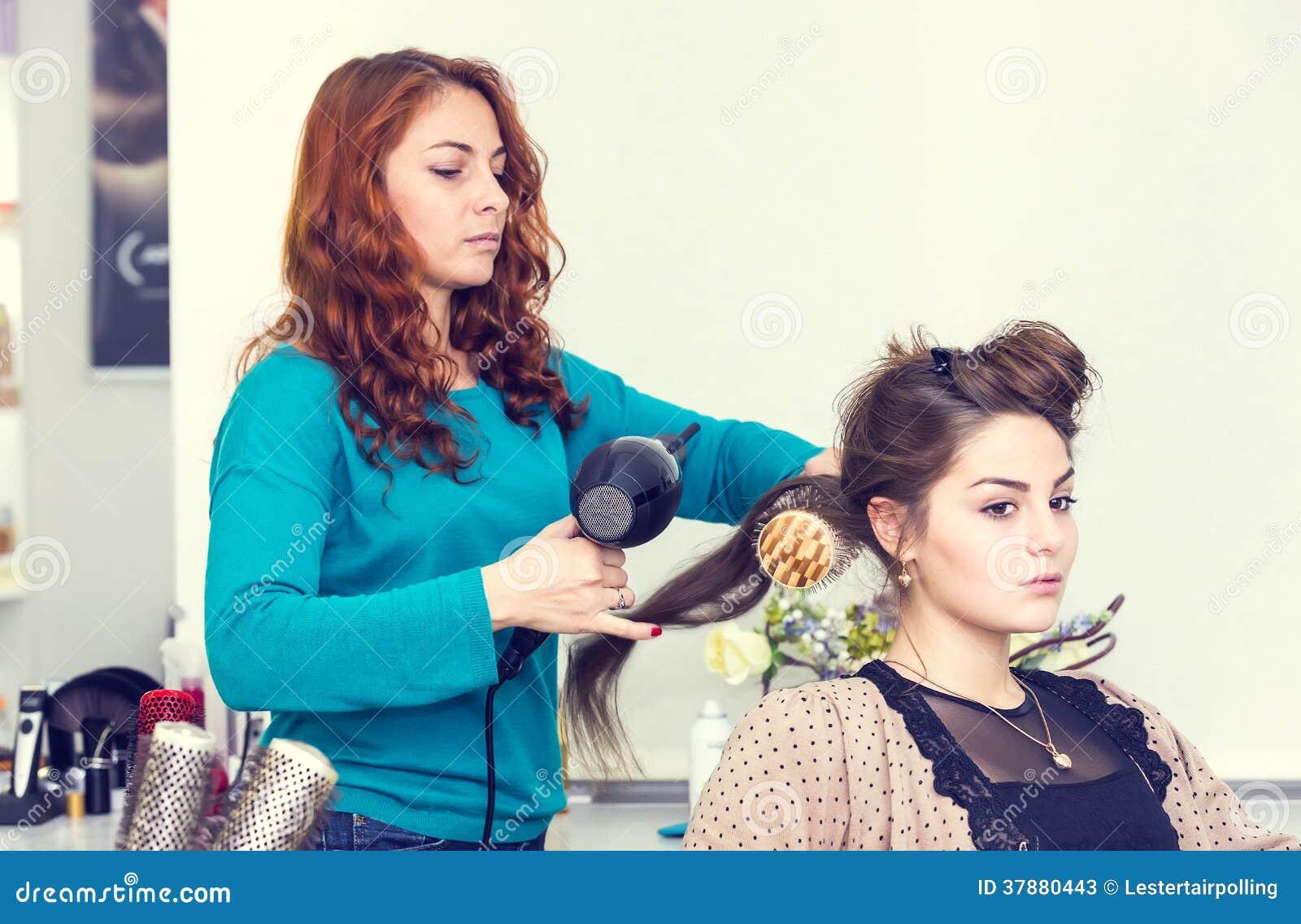 Vrouw in een schoonheidssalon