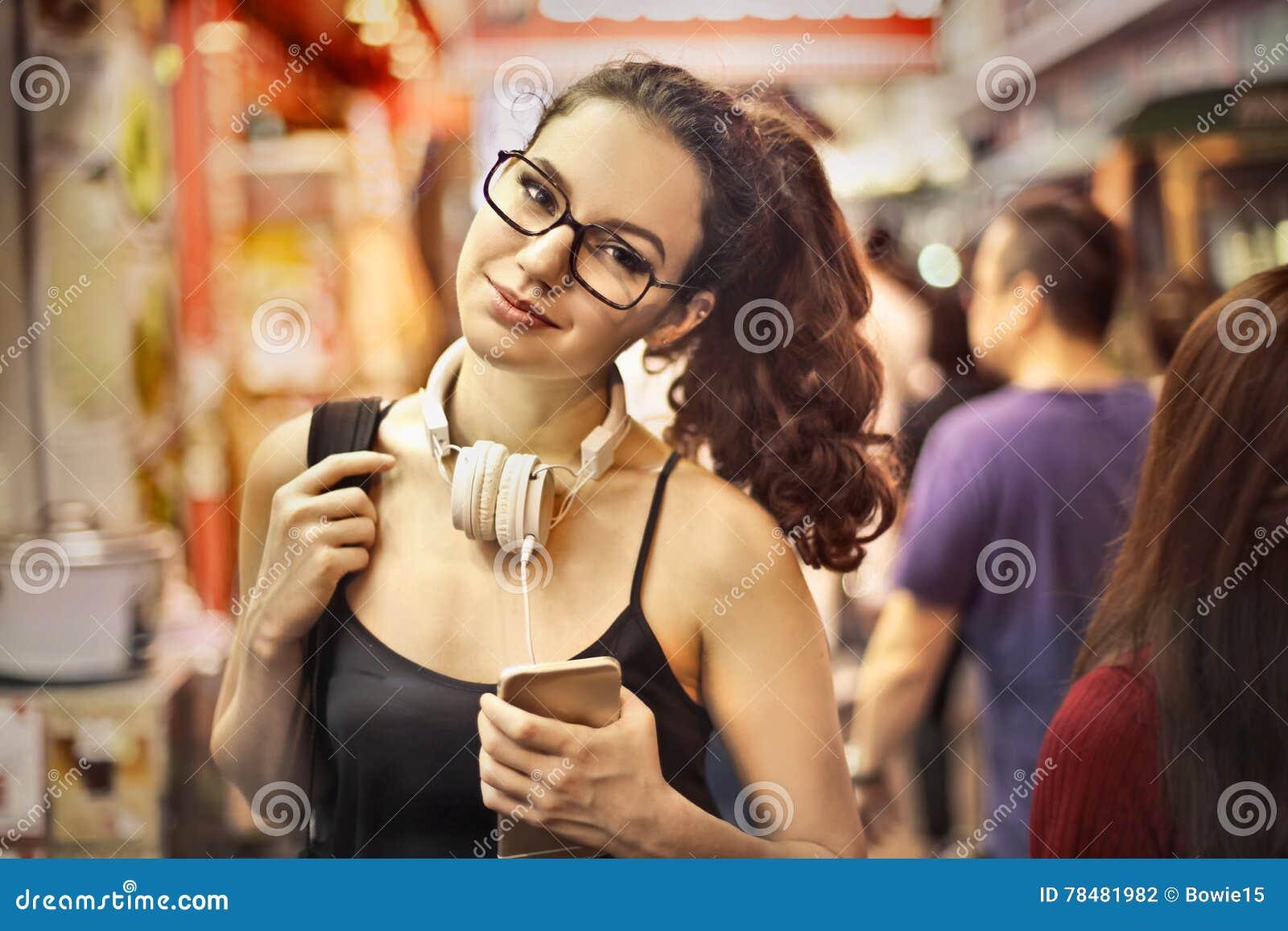 Vrouw in een winkel