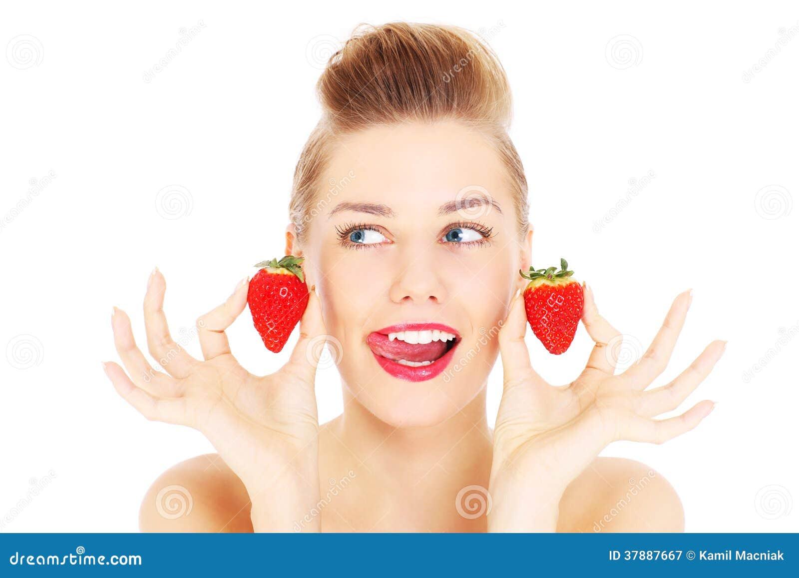 Vrouw en aardbeien