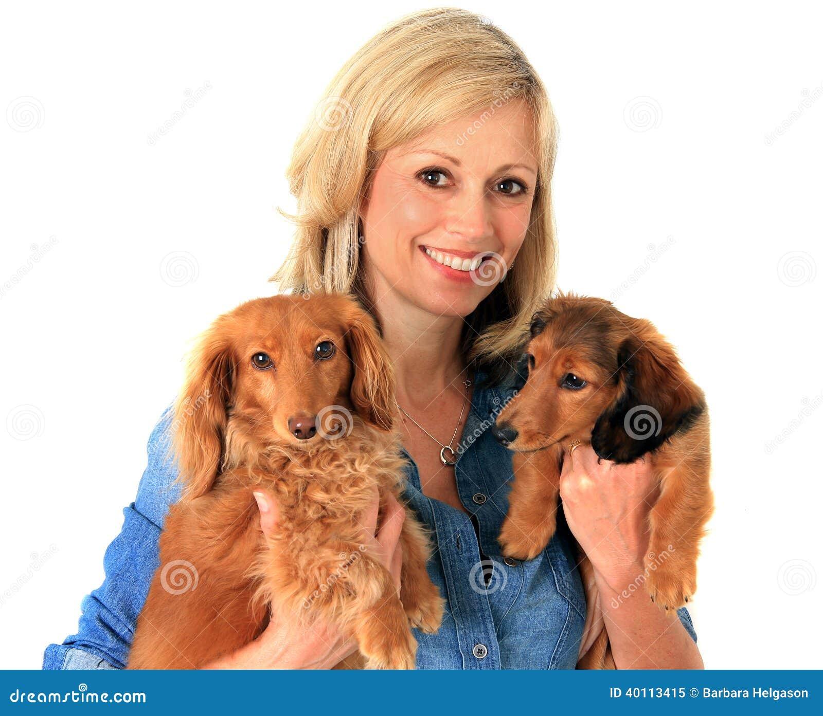Vrouw en puppy.