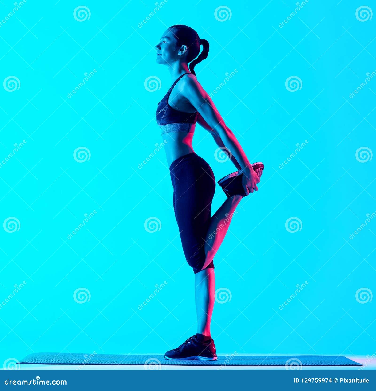 Vrouw het exercsing het uitrekken zich geschiktheidsexercices