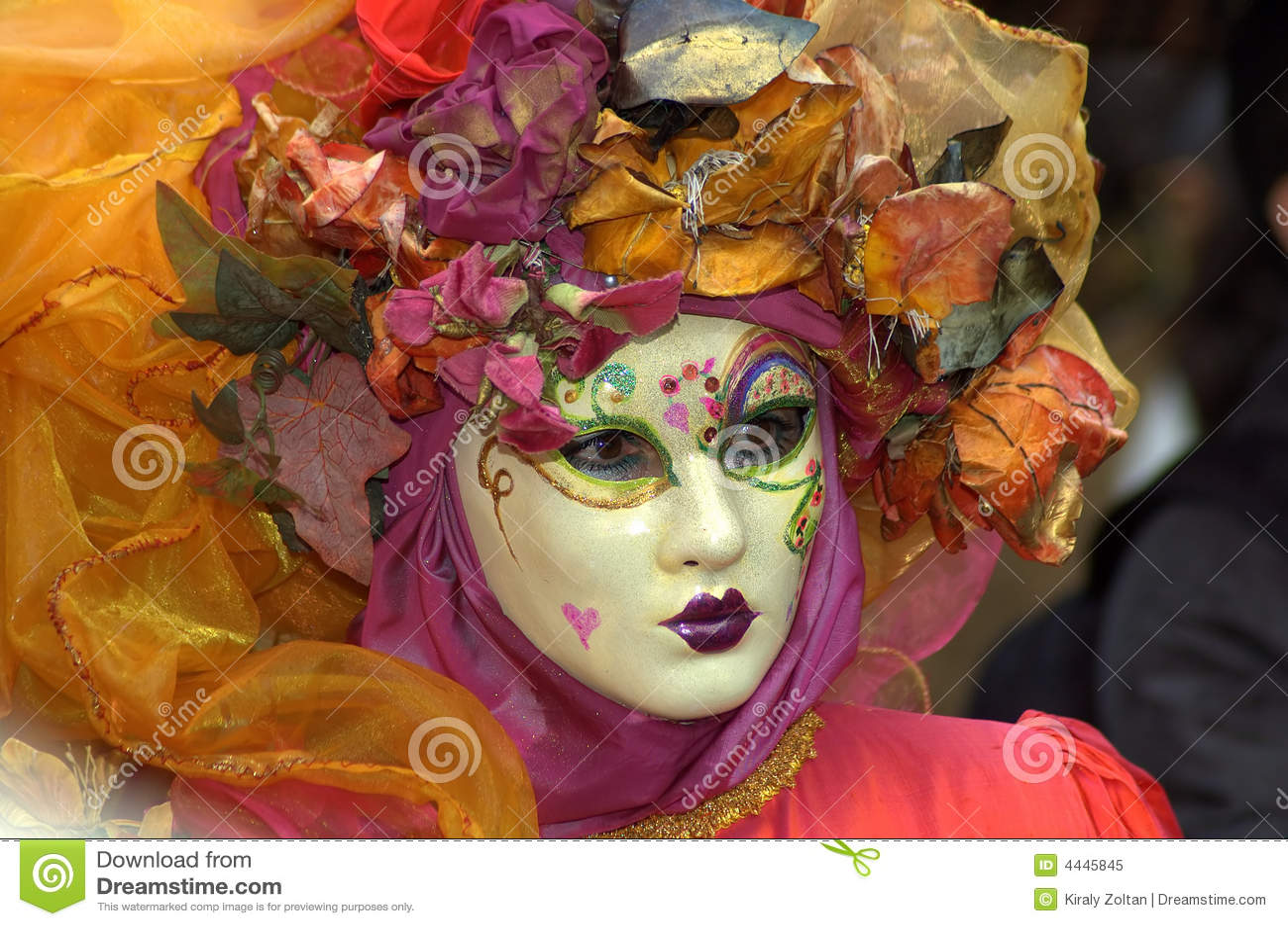 Vrouw in Kostuum & Masker