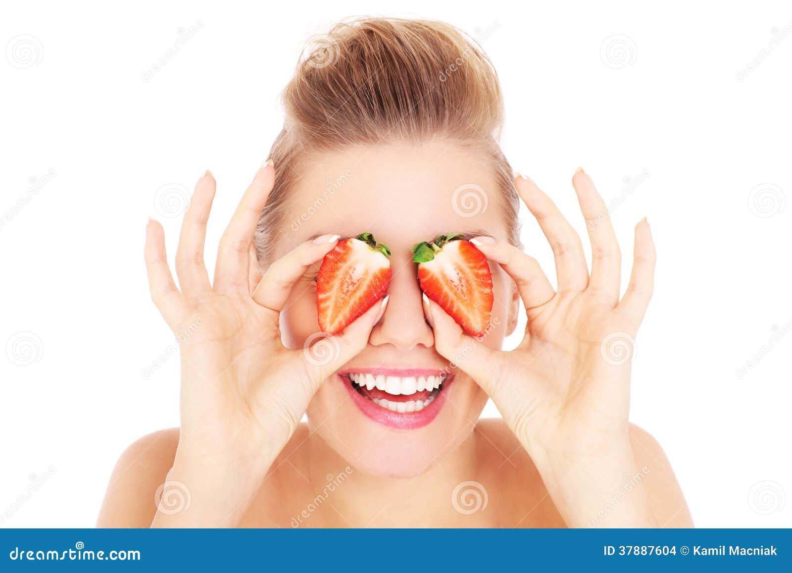 Vrouw met aardbeien