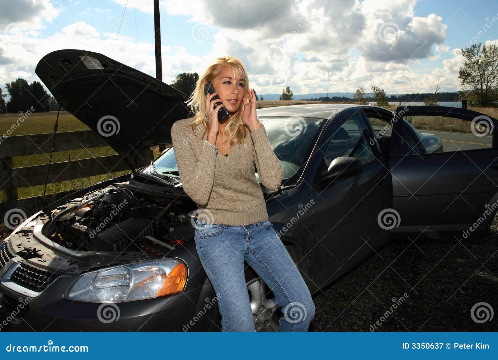 Vrouw met autoprobleem