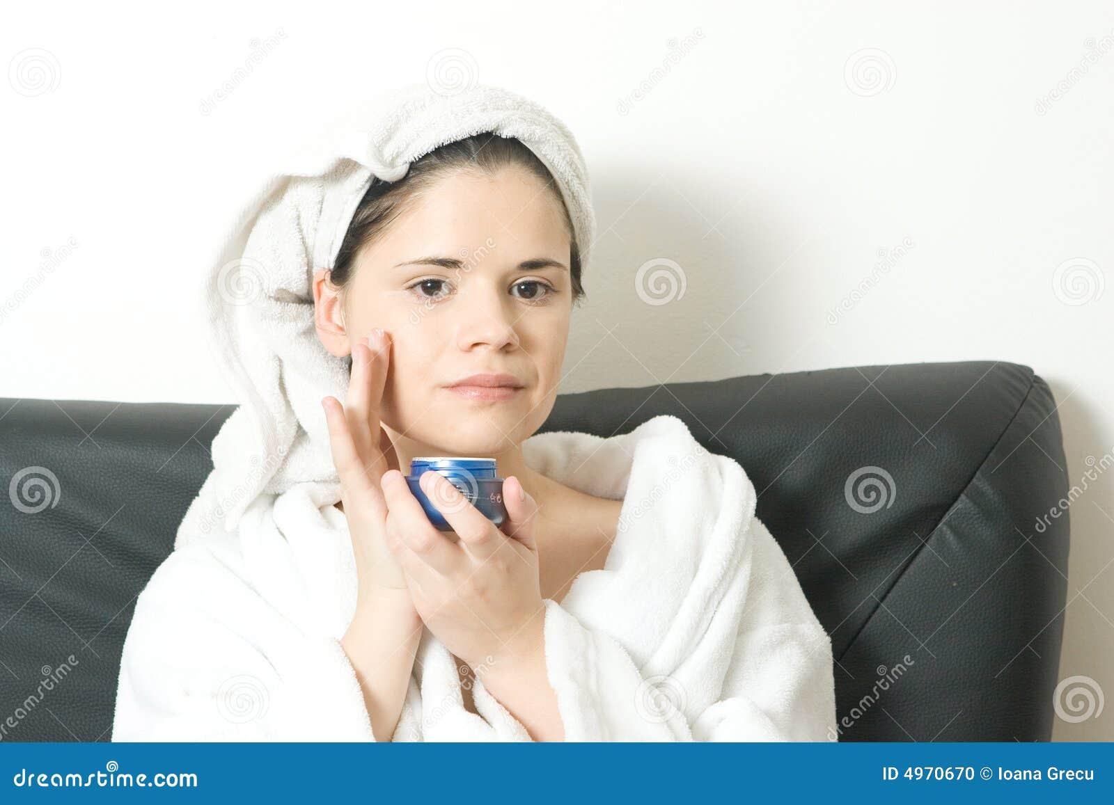 Vrouw met gezichtsroom