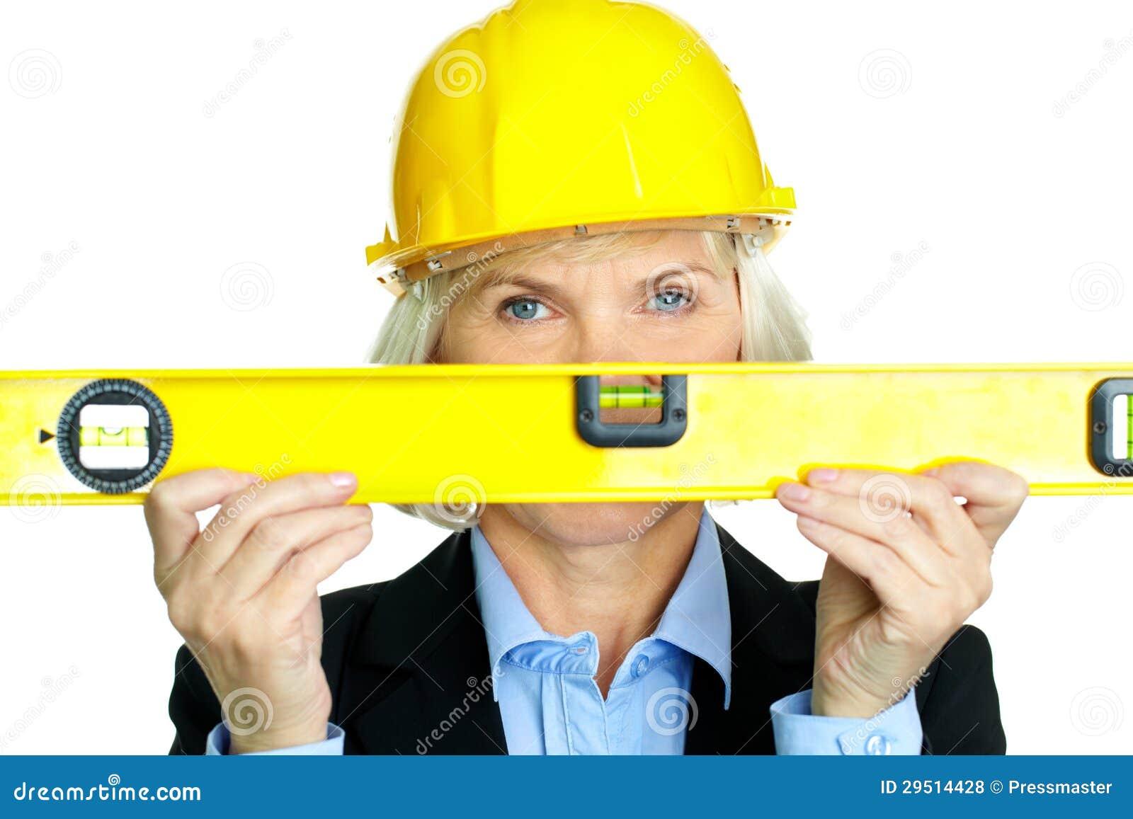Vrouw met het meten van hulpmiddel