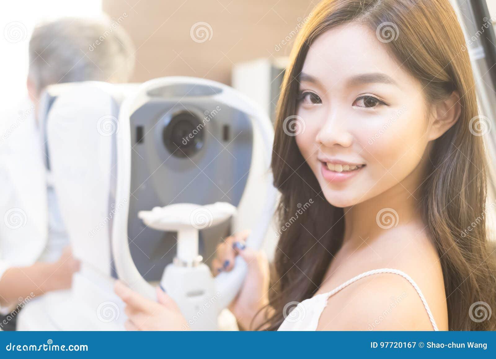 Vrouw met optometrie