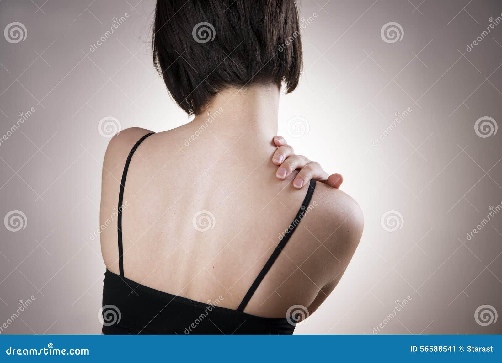 Vrouw met pijn in schouder Pijn in het menselijke lichaam