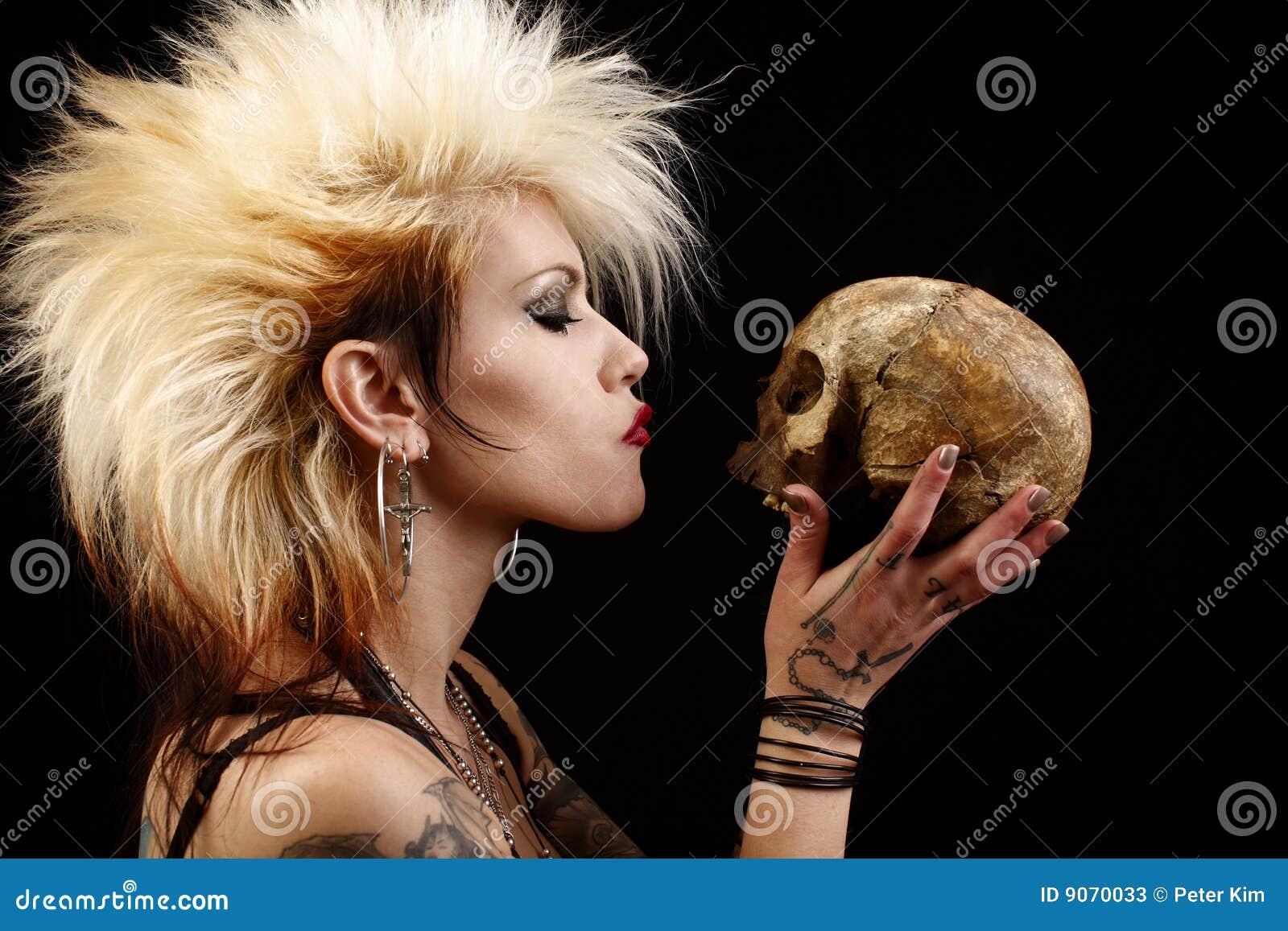 Vrouw met schedel