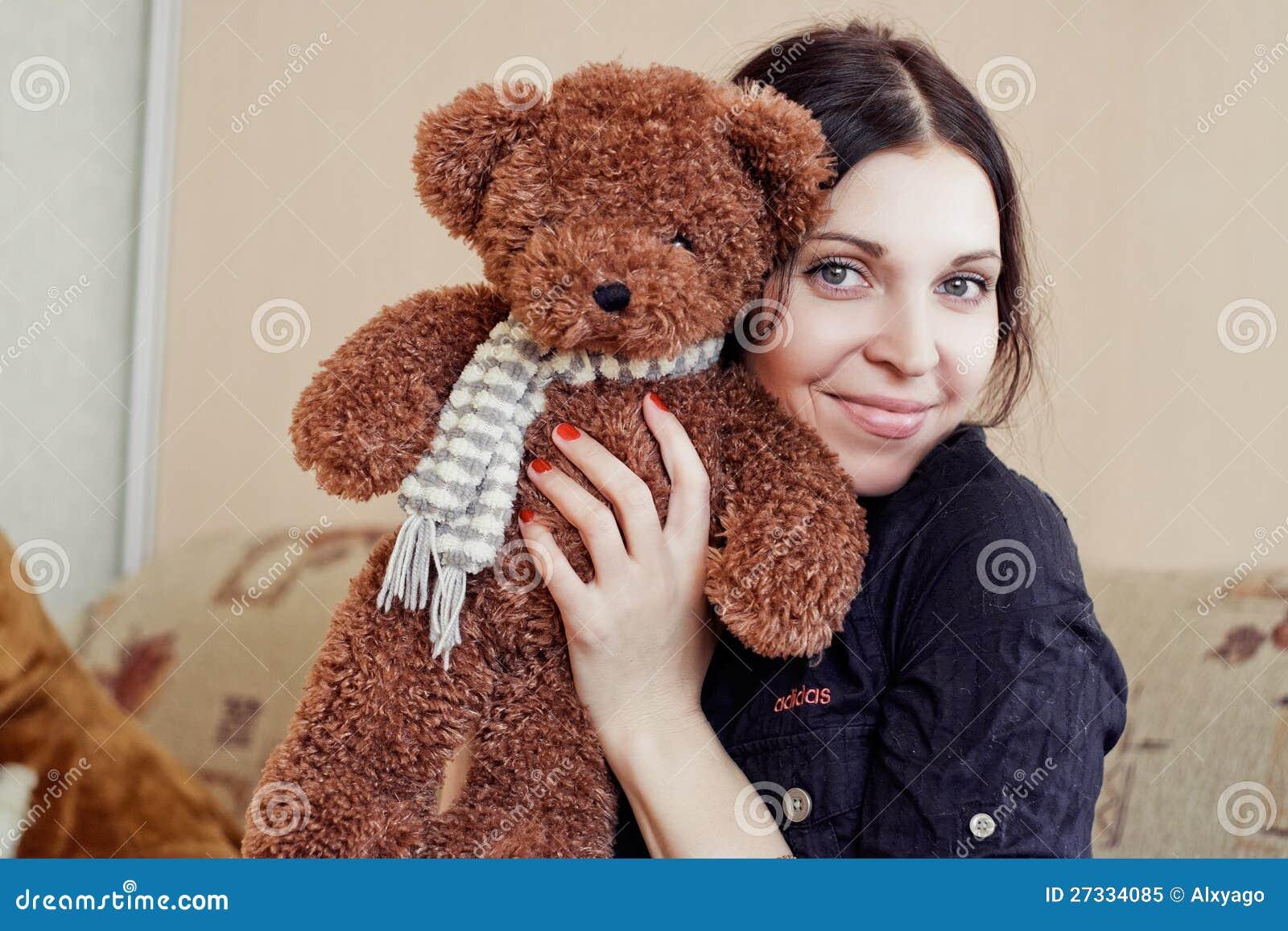 Vrouw met teddybeer