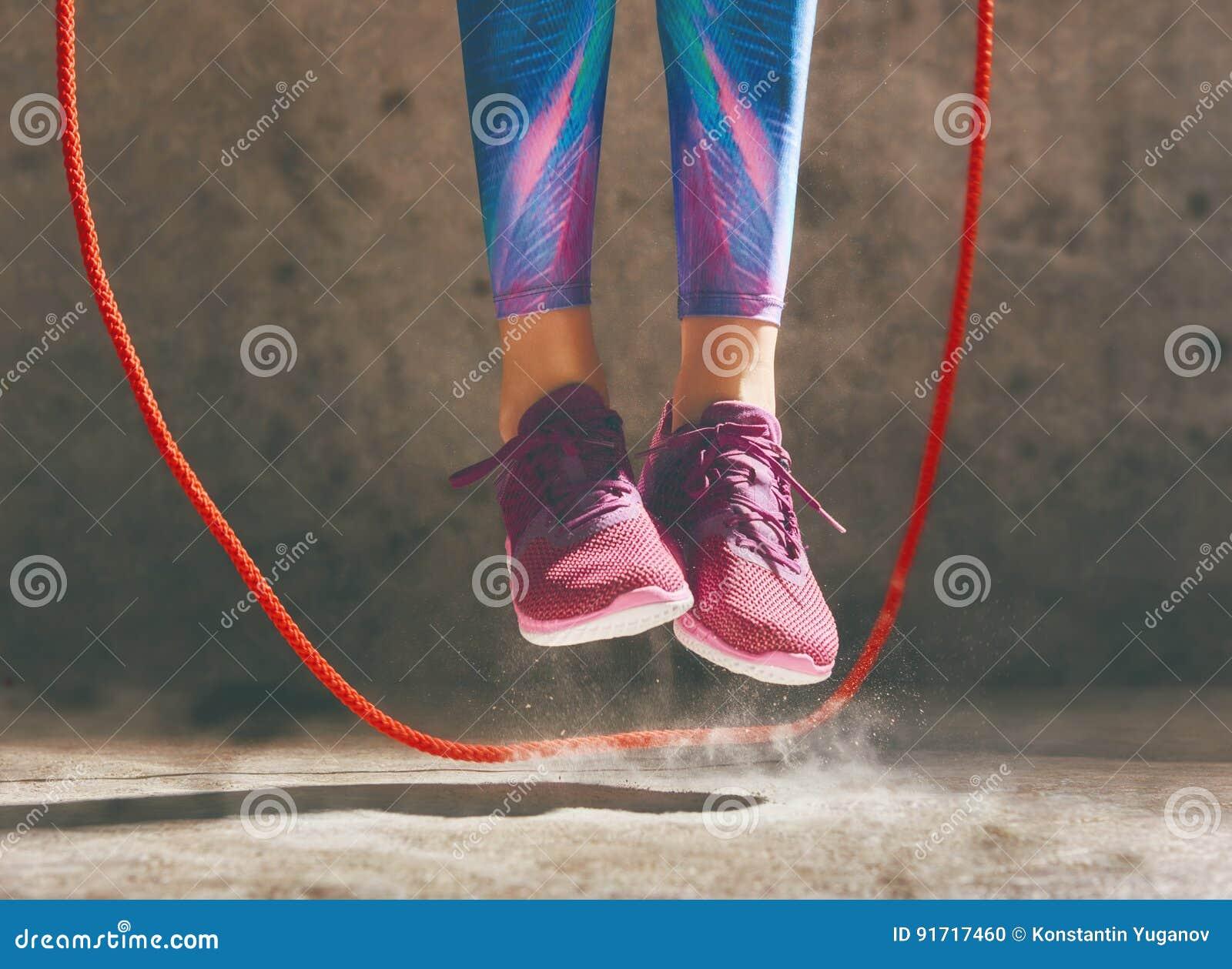 Vrouw met touwtjespringen