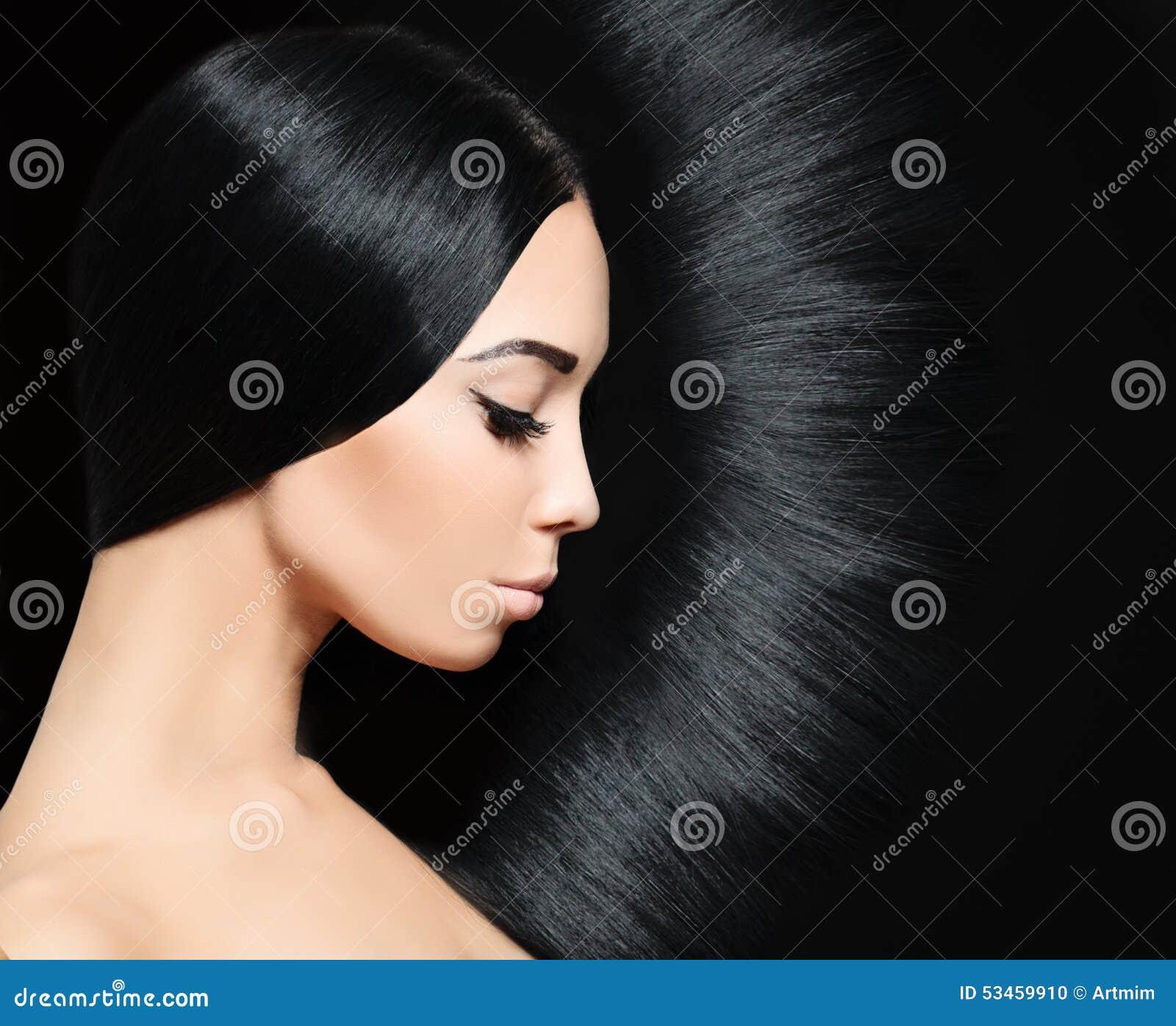 Vrouw met zwart haar Het kapsel van de manier