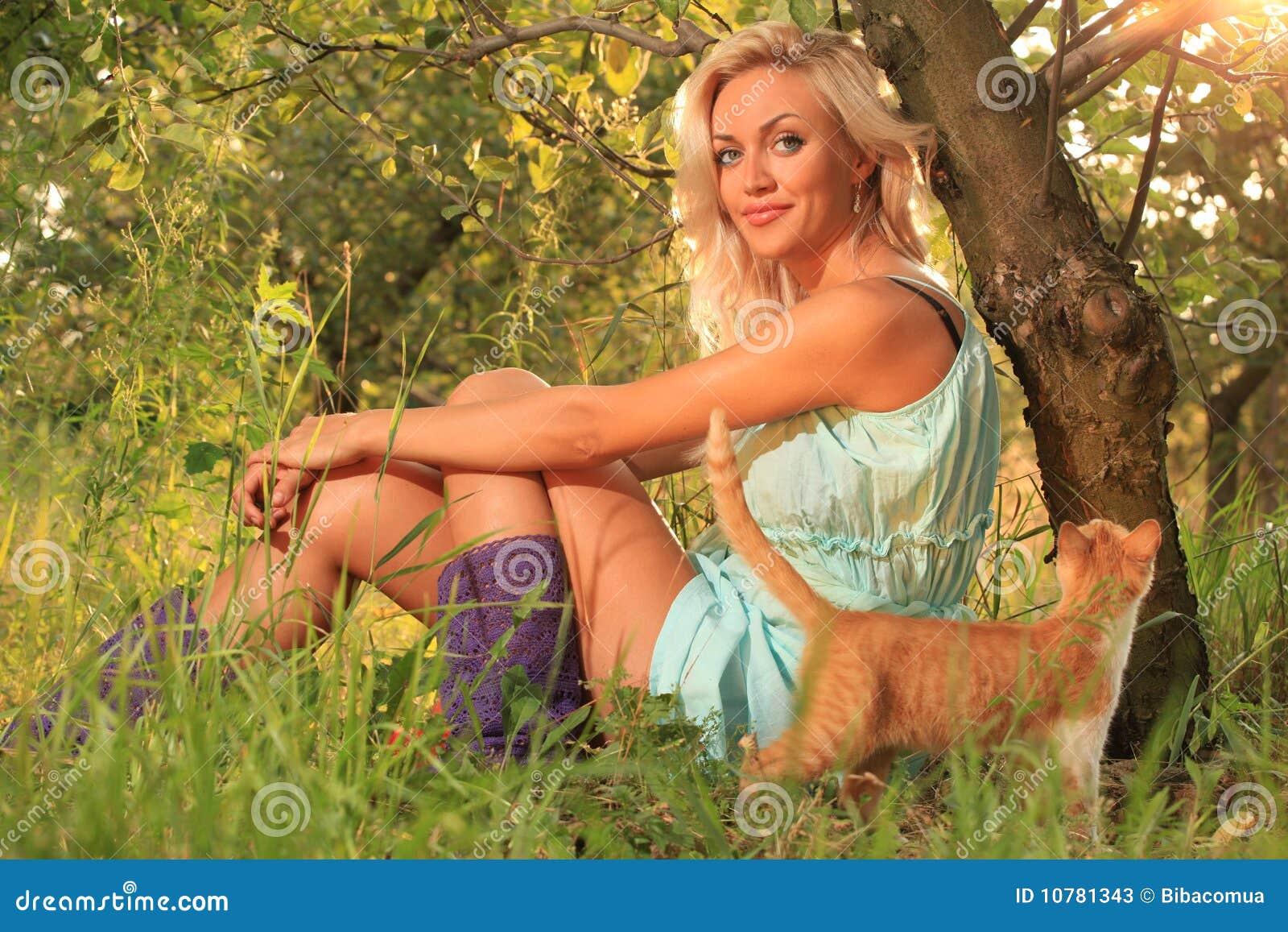 Vrouw op gras